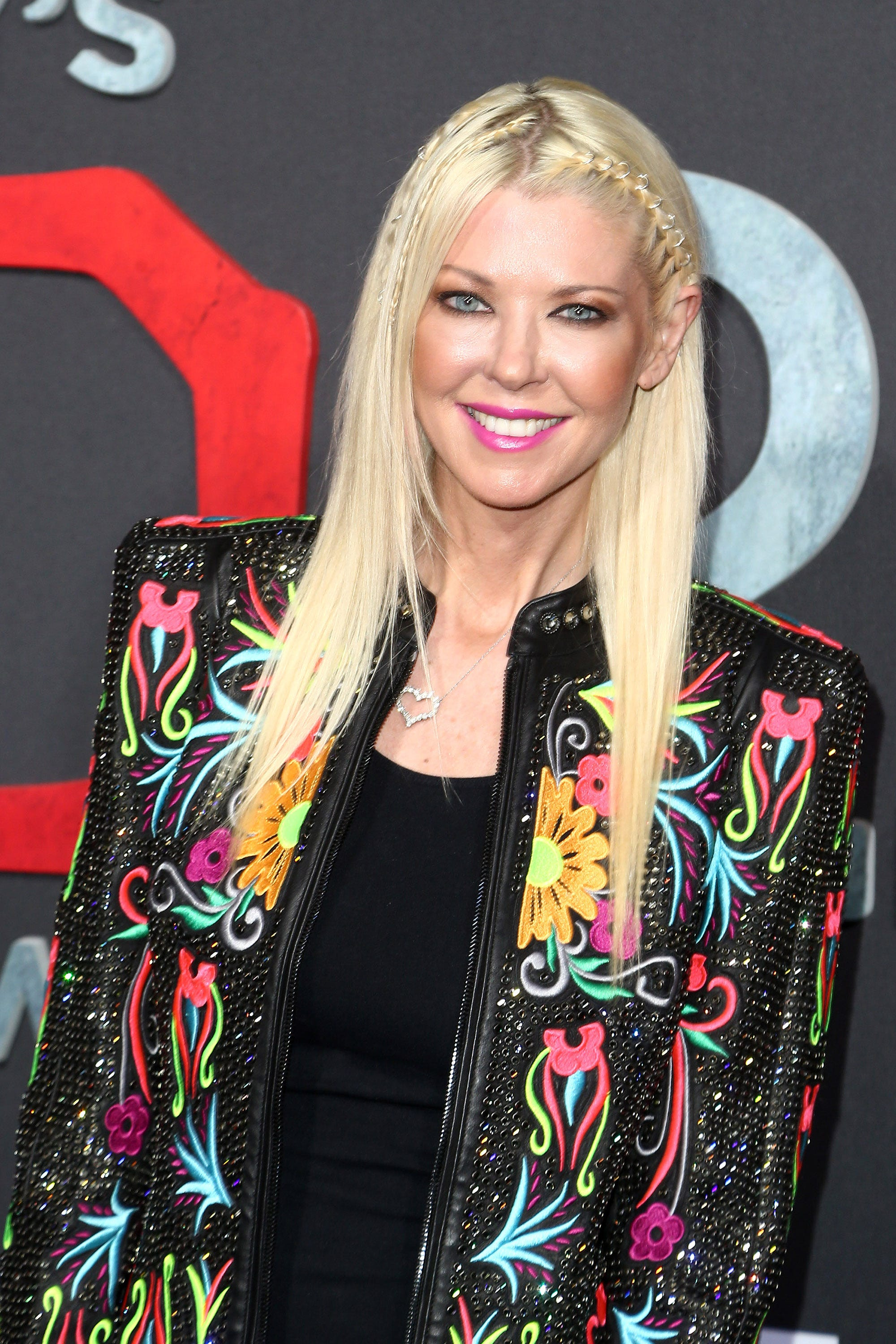Tara Reid denies being kicked off a plane, says she de-boarded because of support dog
