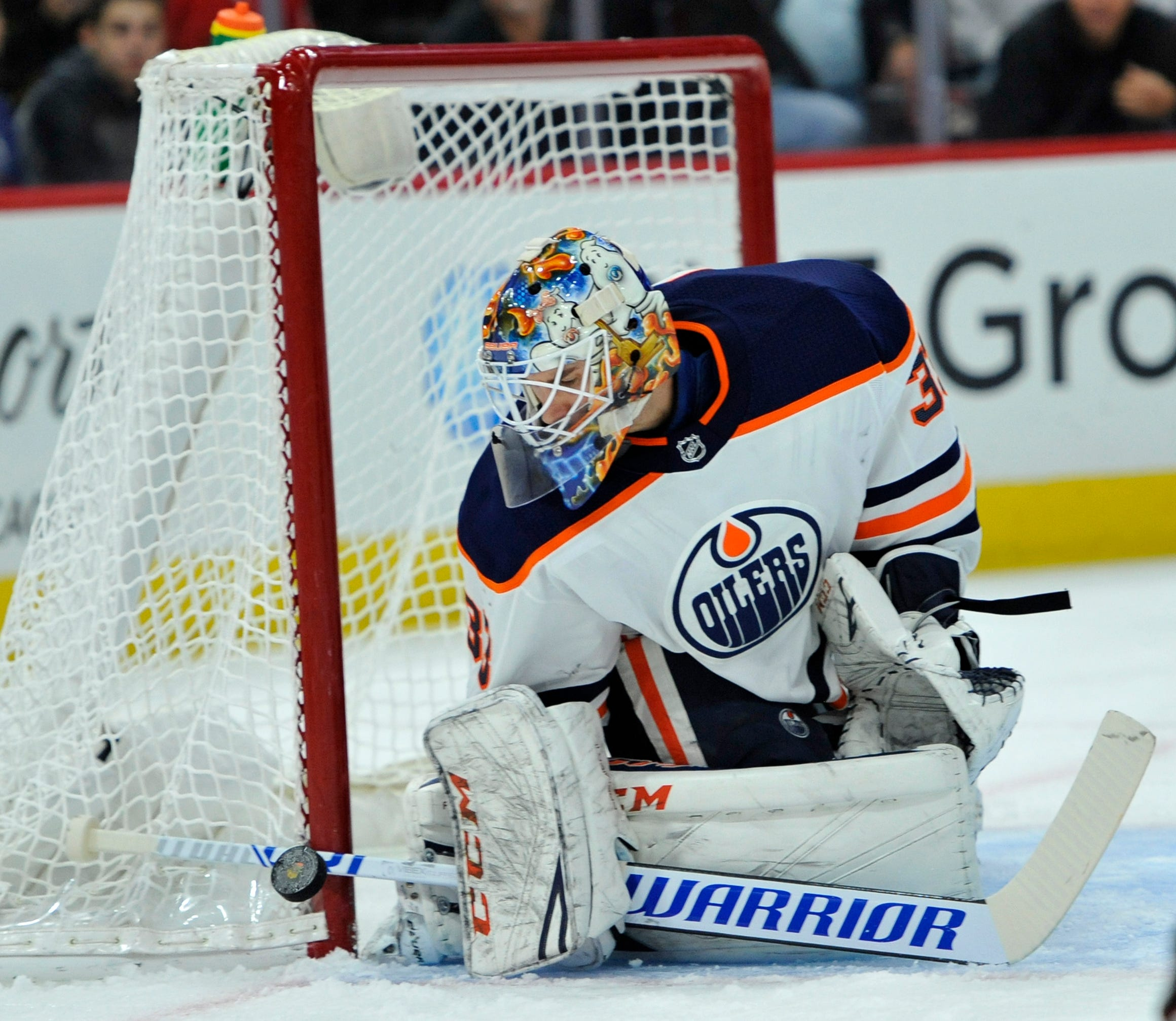 Mark Letestu scores in OT, Oilers beat Blackhawks 2-1