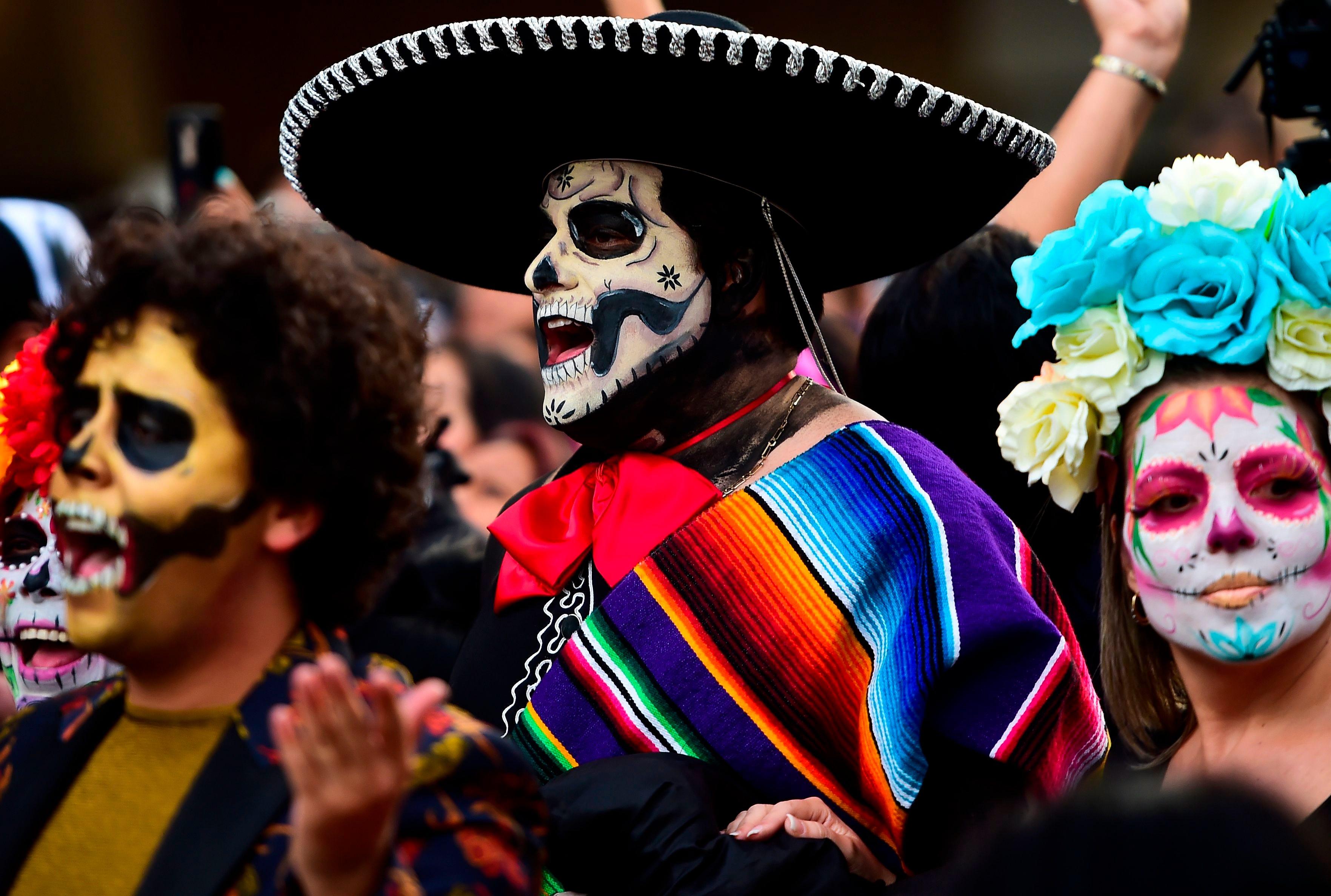 a report on la dia de los muertos the day of the dead a mexican holiday El día de los muertos (the day of the dead) women often dress up as la calavera catrina, a popular mexican skeleton the day of the dead is also often a day.