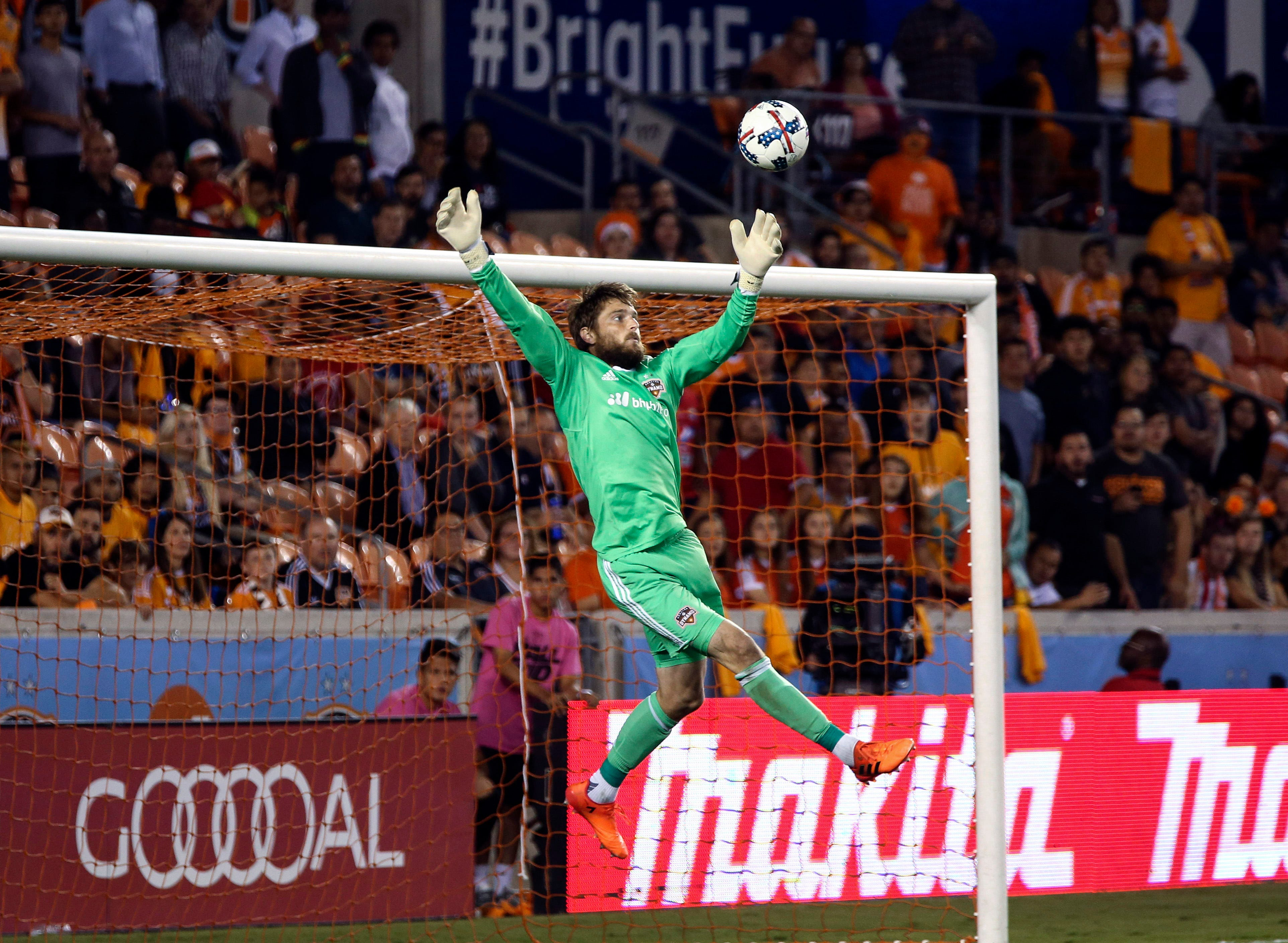 Houston Dynamo goalkeeper Tyler Deric charged in alleged domestic incident