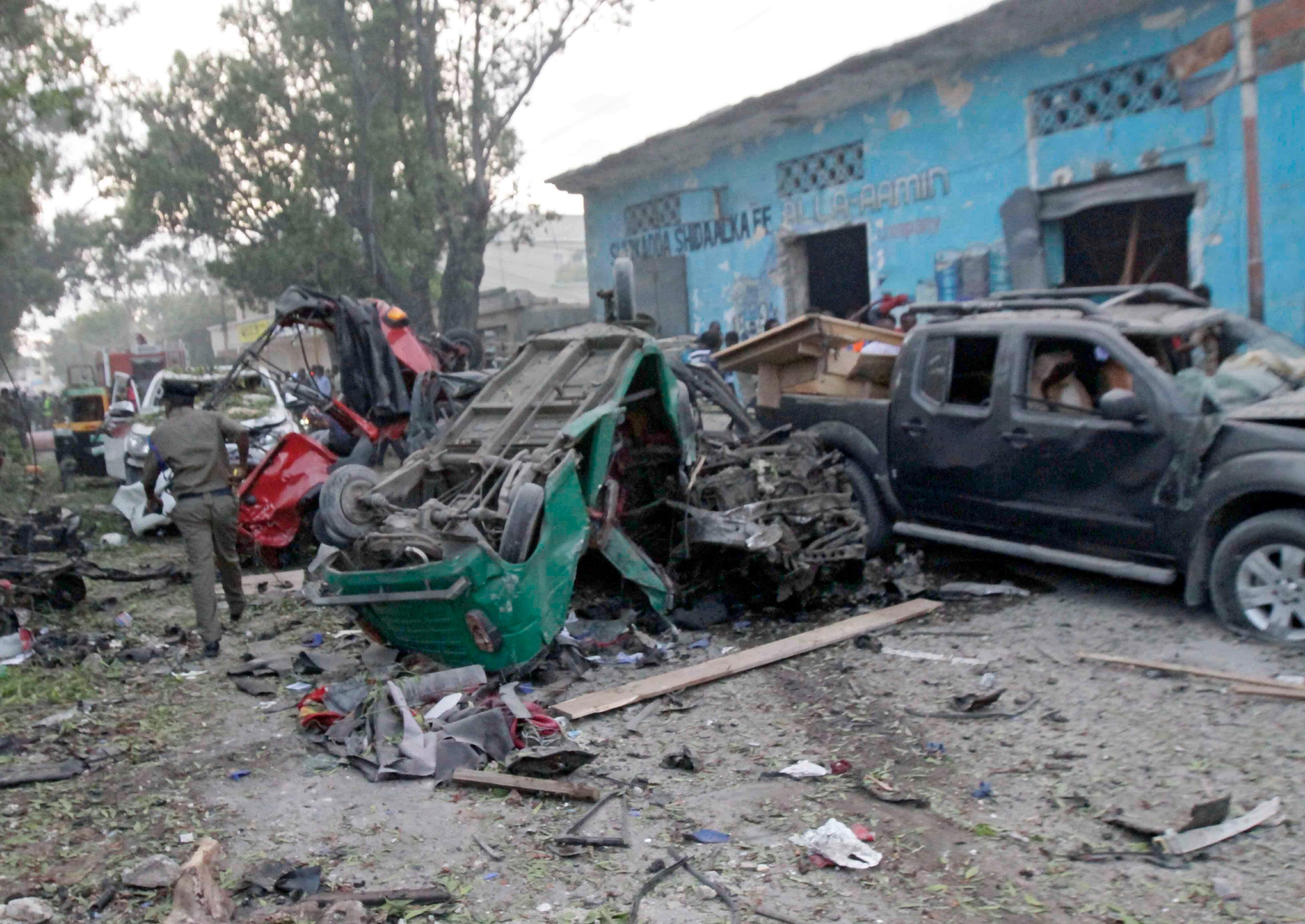 636448044569275328-EPA-epaselect-SOMALIA-SUICIDE-ATTACK-MOGADISHU.jpg