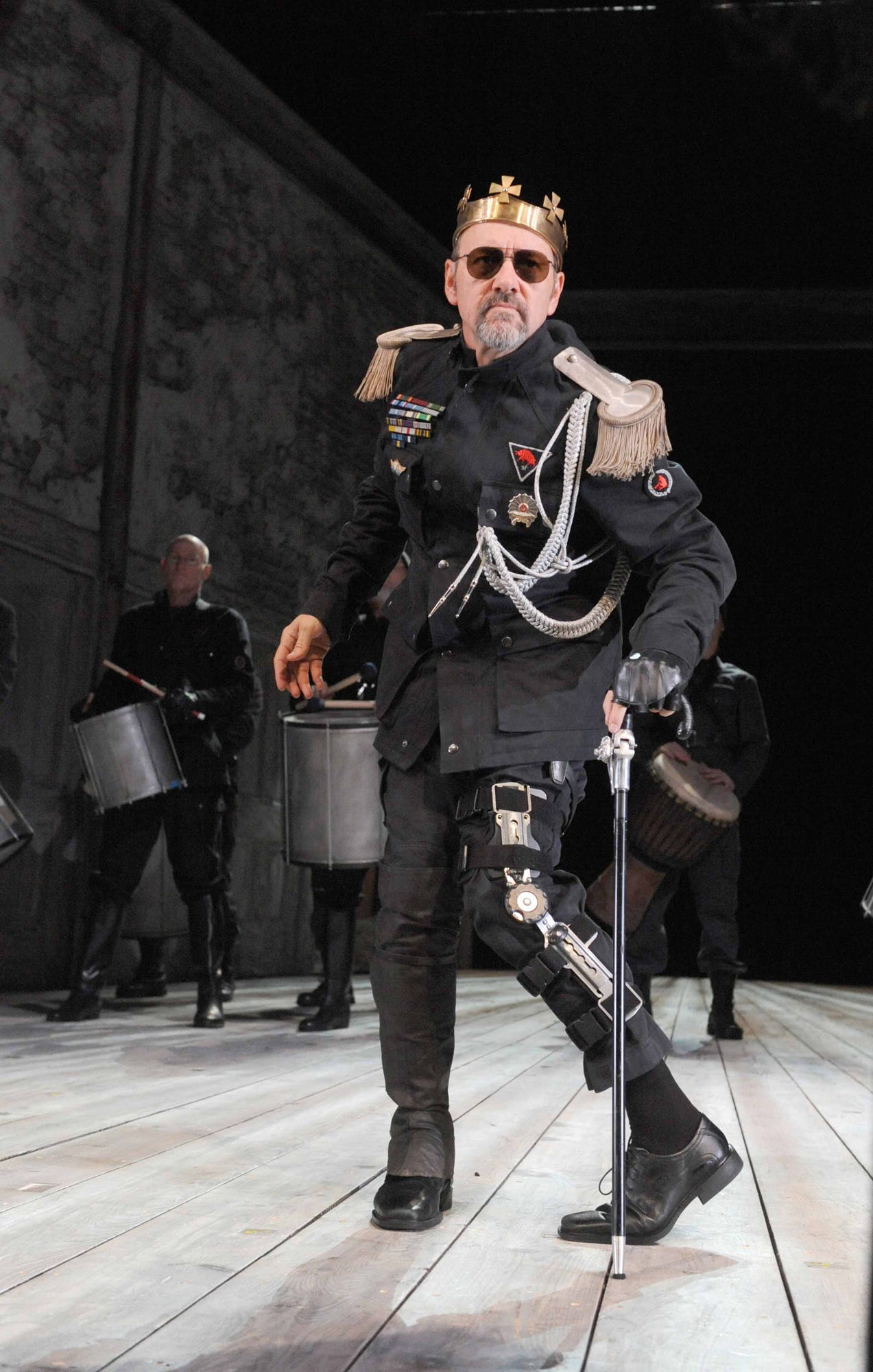 ORG XMIT: LON816 Kevin Spacey appears as Richard III,