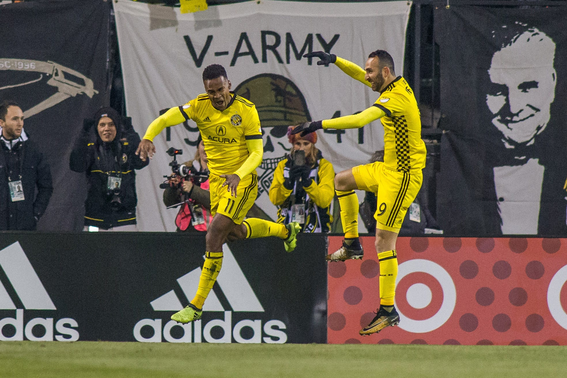 Columbus Crew take advantage of short-handed NYCFC in MLS playoff Leg 1 win
