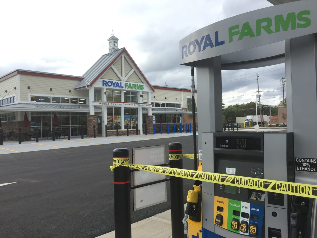 5862fbdbbd0 Hillsborough: Royal Farms wants to replace Exxon station on Route 206