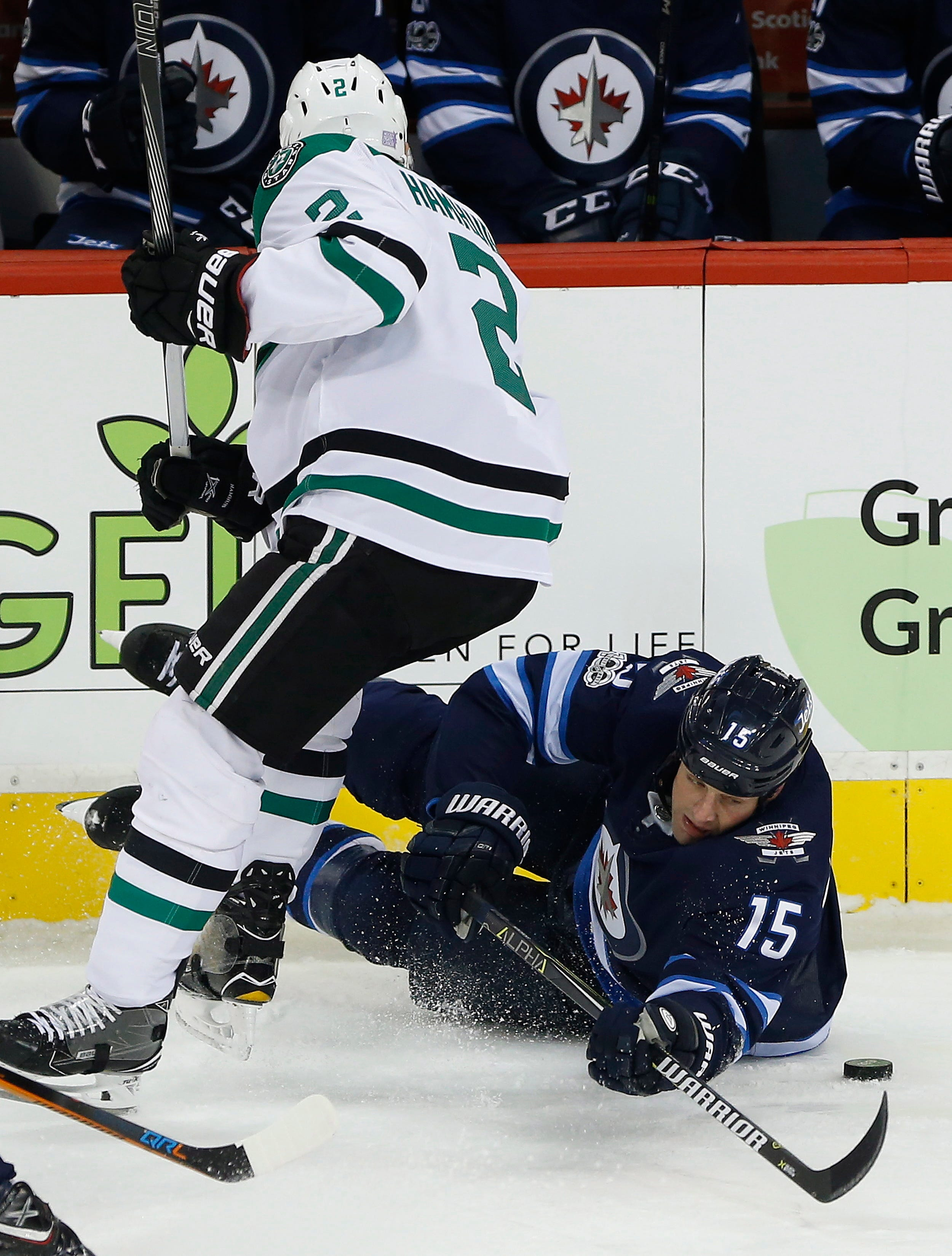 Mark Scheifele has hat trick, Jets beat Stars 5-2