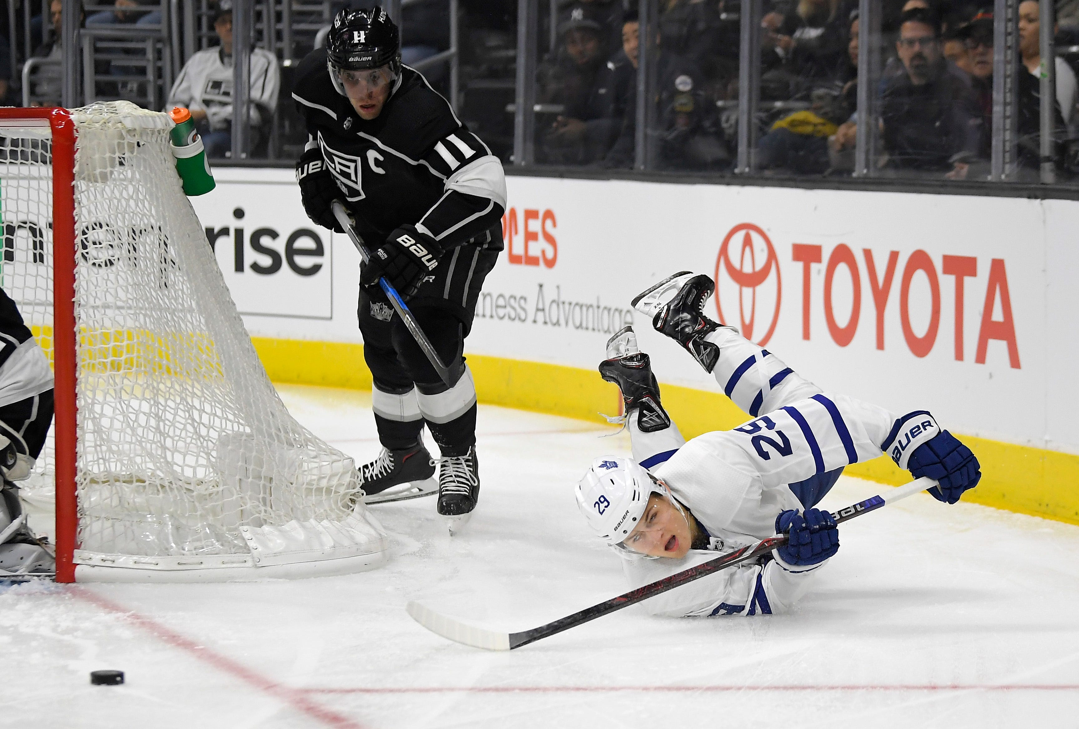 Toffoli leads Kings' early barrage in 5-3 win over Leafs