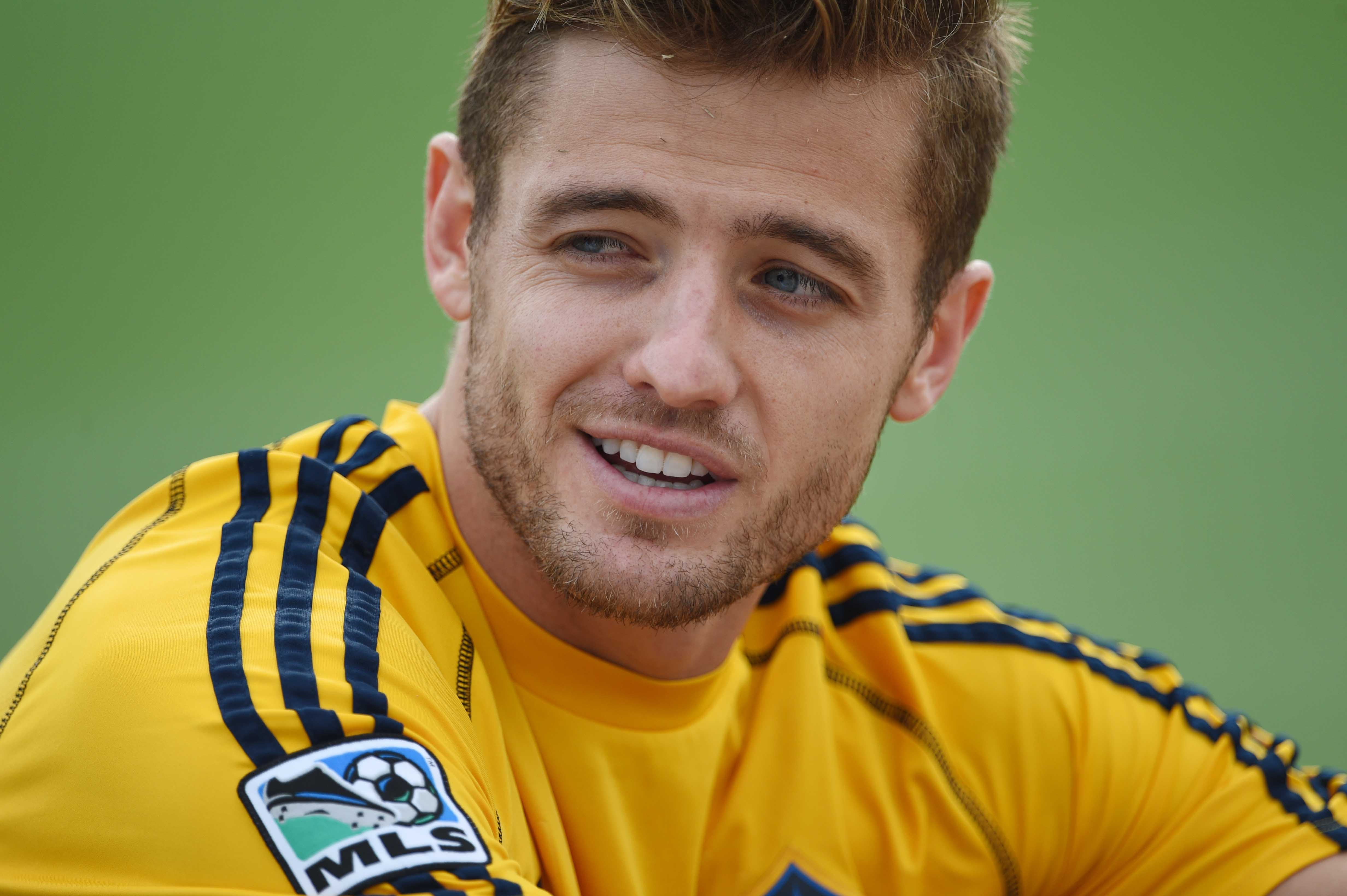 Gay soccer star Robbie Rogers retires from Los Angeles Galaxy