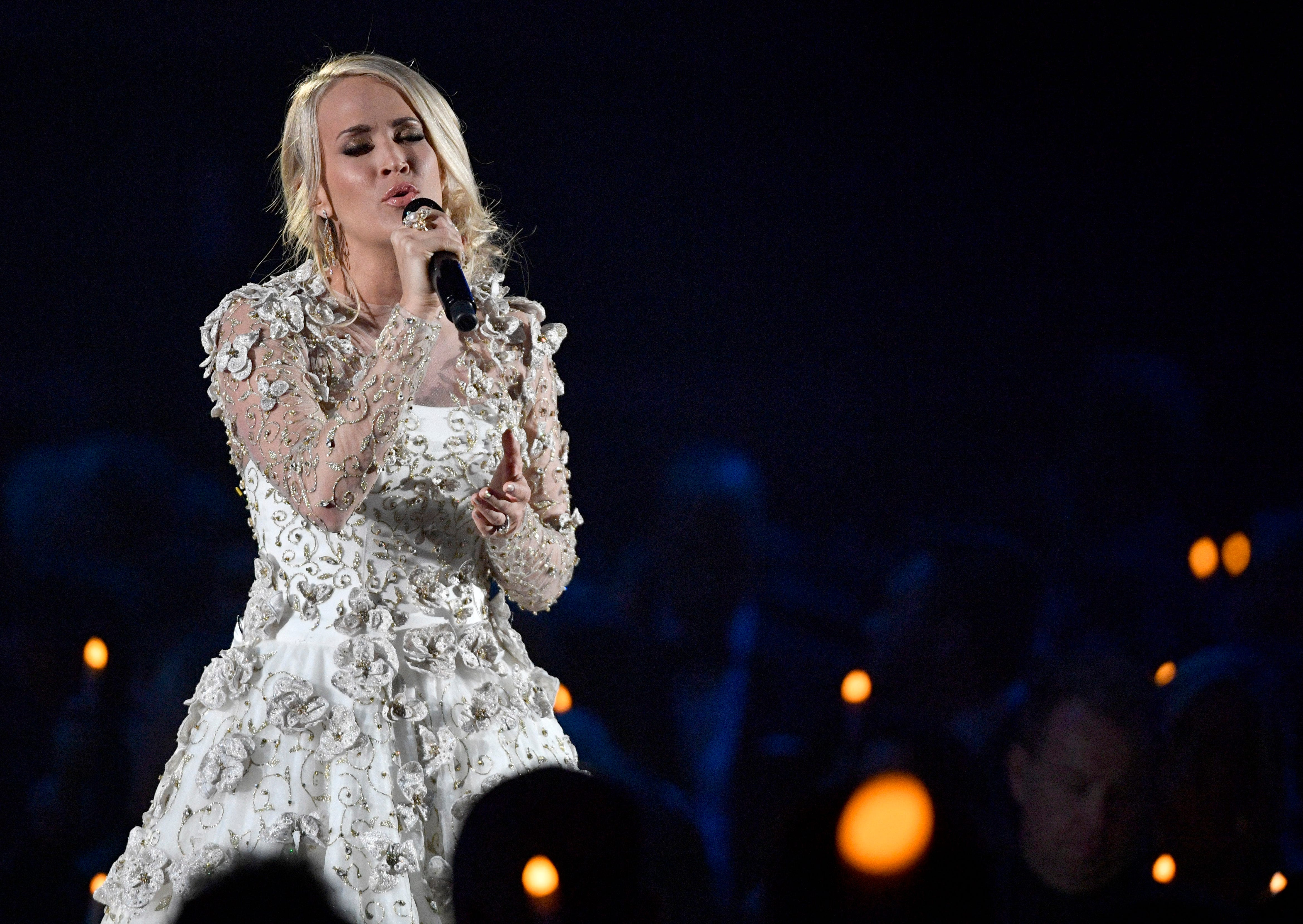 Carrie underwood tweets 39 i 39 ll be alright 39 after for Carrie underwood softly and tenderly