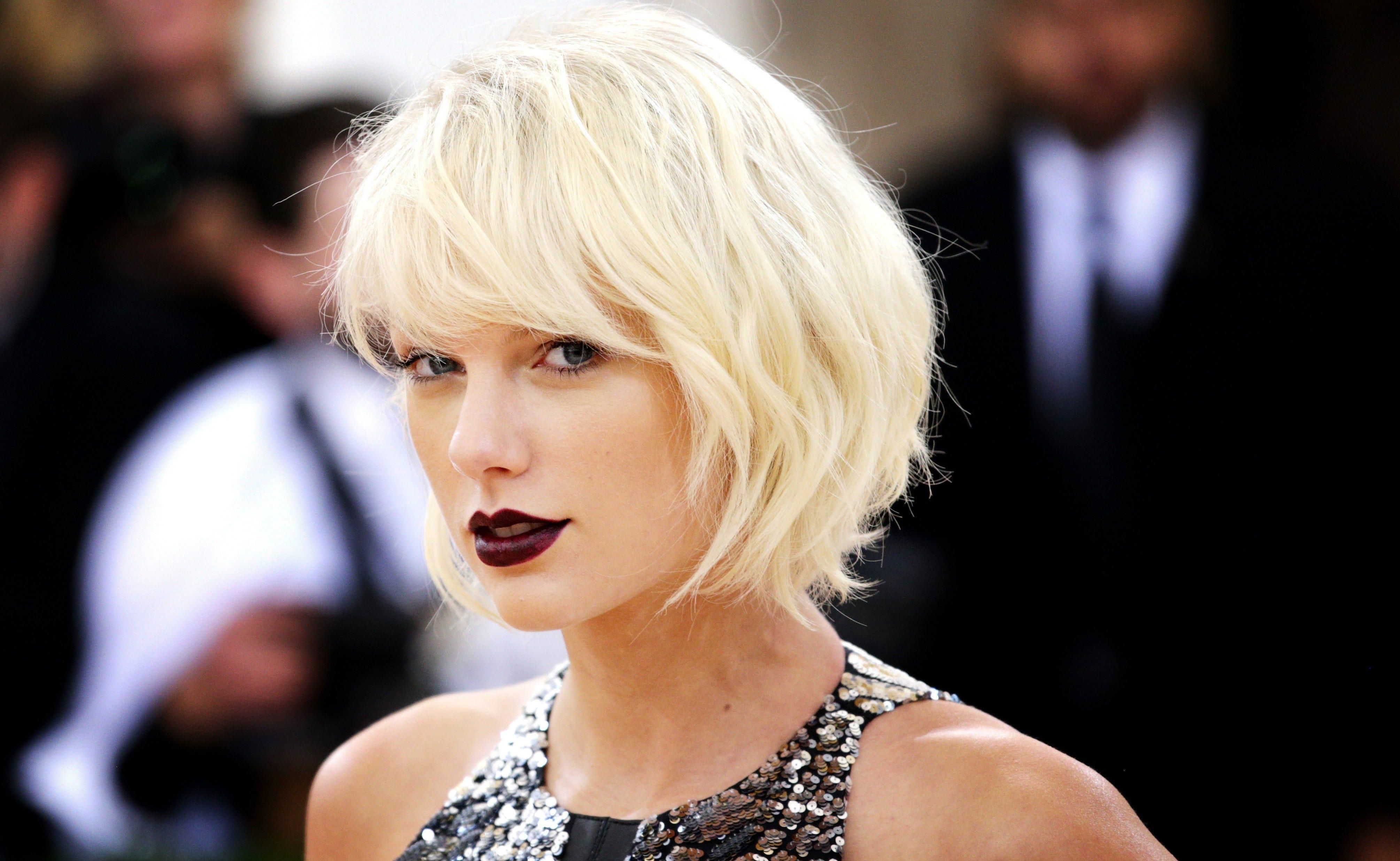 Taylor swift announces massive 2018 39 reputation for Mercedes benz of denver glendale co