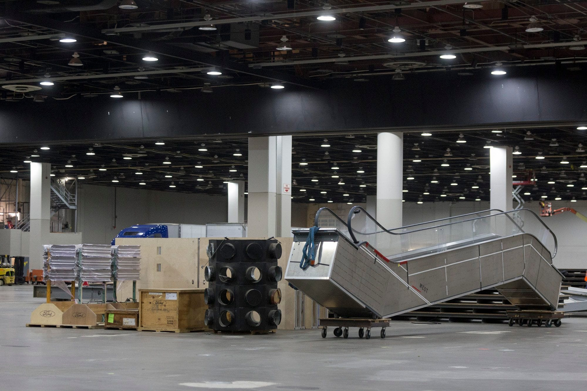 Equipment, including an escalator, is ready for assembly