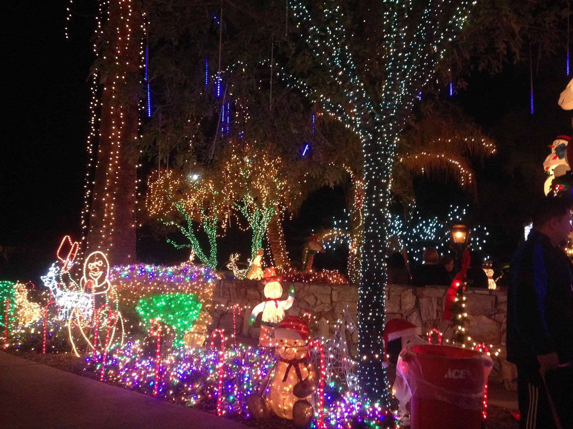 'Christmas house' lights go dark after Phoenix pushback