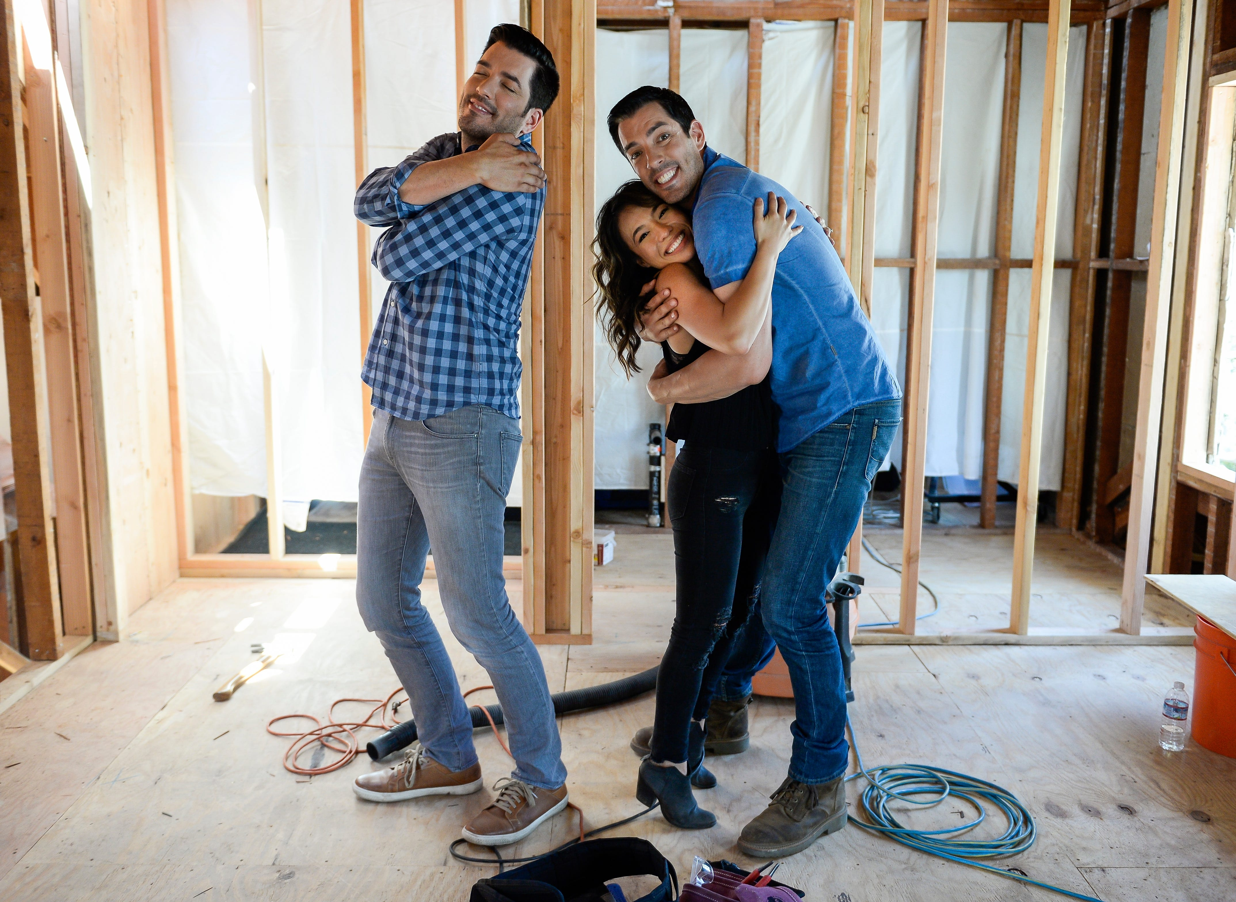 39 property brothers 39 go inside 39 drew 39 s for How tall are the property brothers