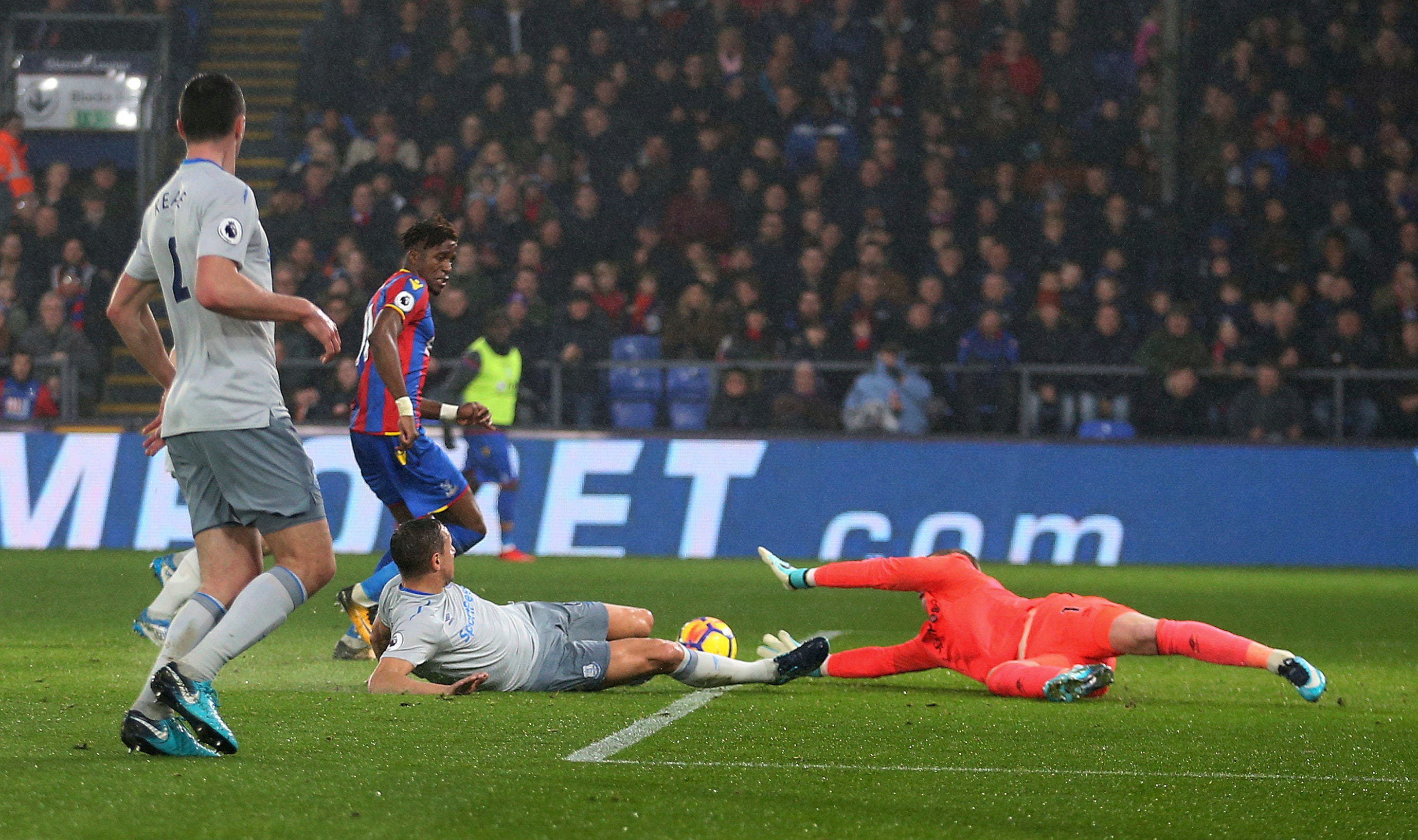 Everton fights back to draw 2-2 at last-place Crystal Palace