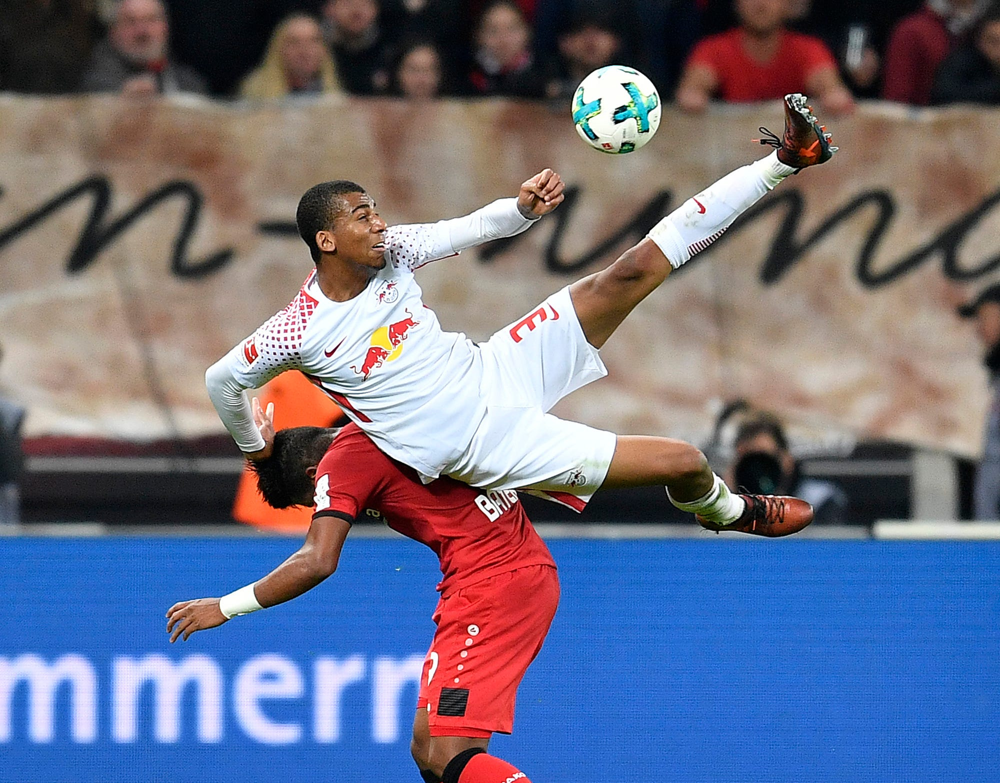 Bayern leads Bundesliga by 6 points as Heynckes wins again