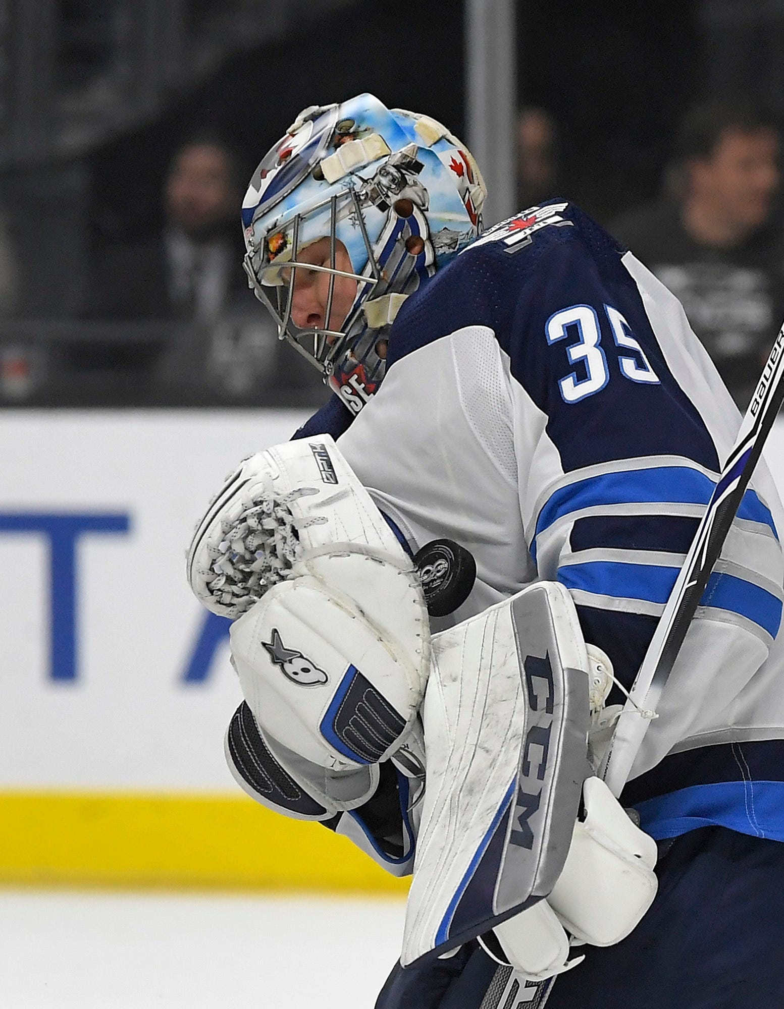Lowry, Laine score in Jets' 2-1 win over slumping Kings