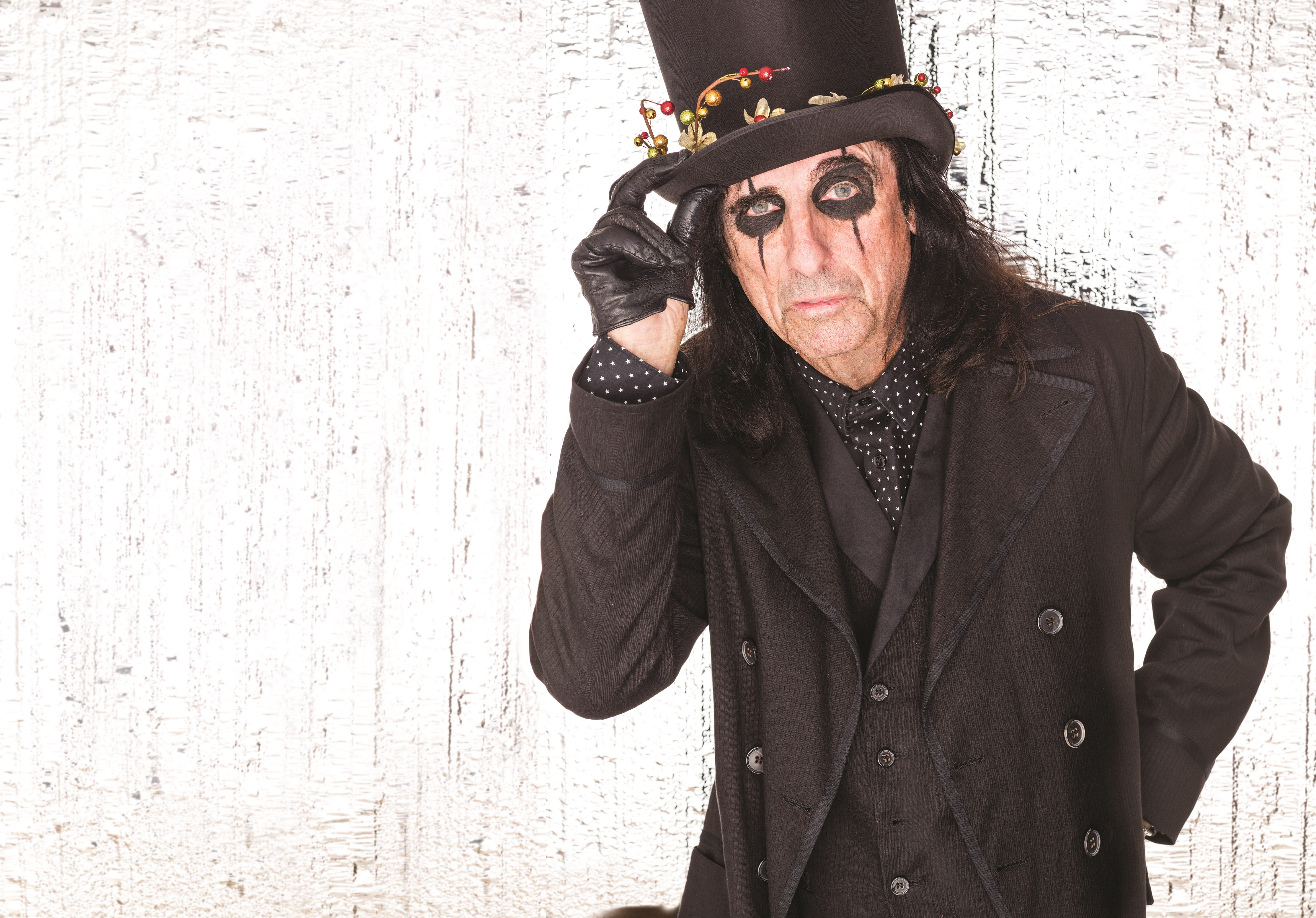 636471401112004094-Alice-Cooper-Pudding-Photo Alice Cooper: Still rockin' and shockin' on stage at 70, but at home, he's grandpa