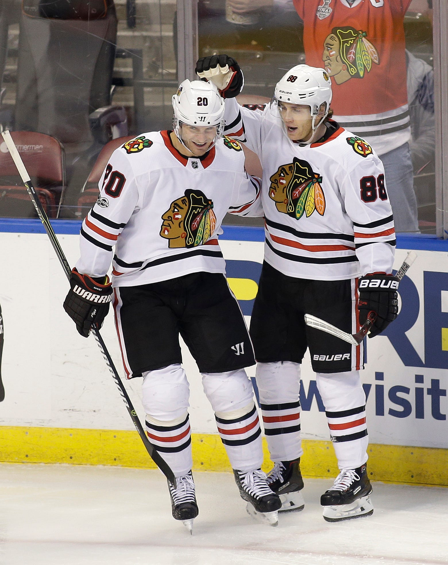 Toews, Crawford help Blackhawks beat Panthers 4-1