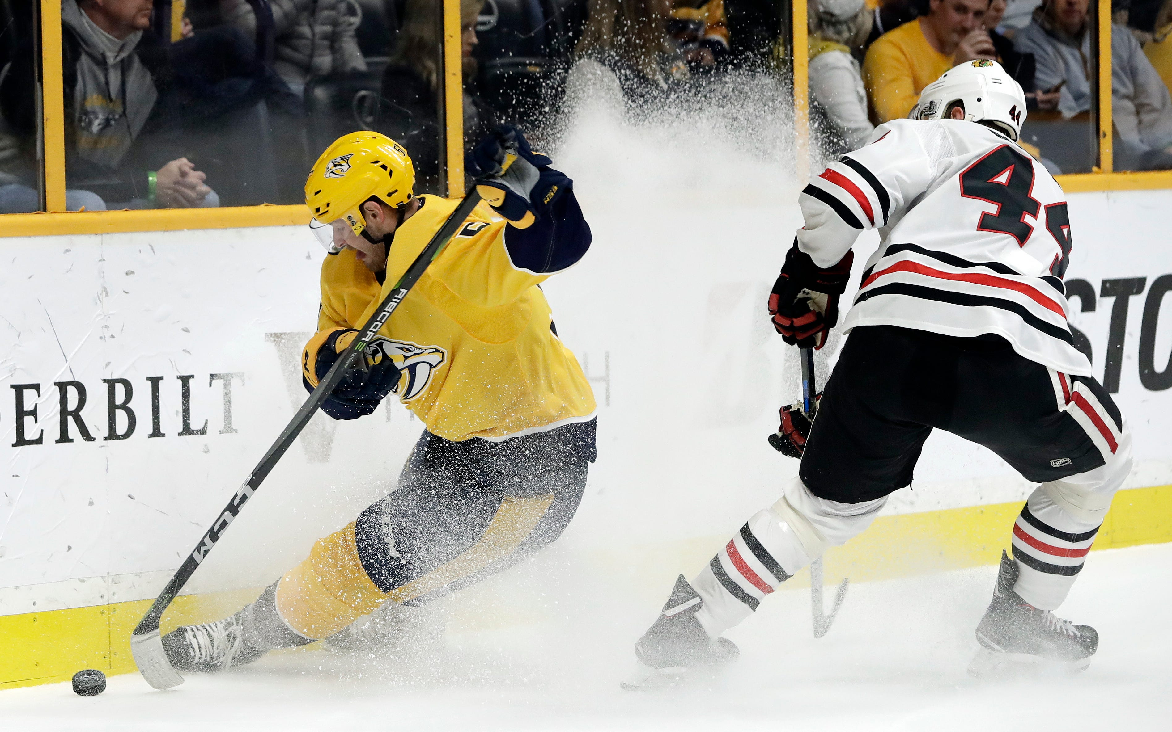 Rinne makes 37 saves, Predators beat Blackhawks 3-2