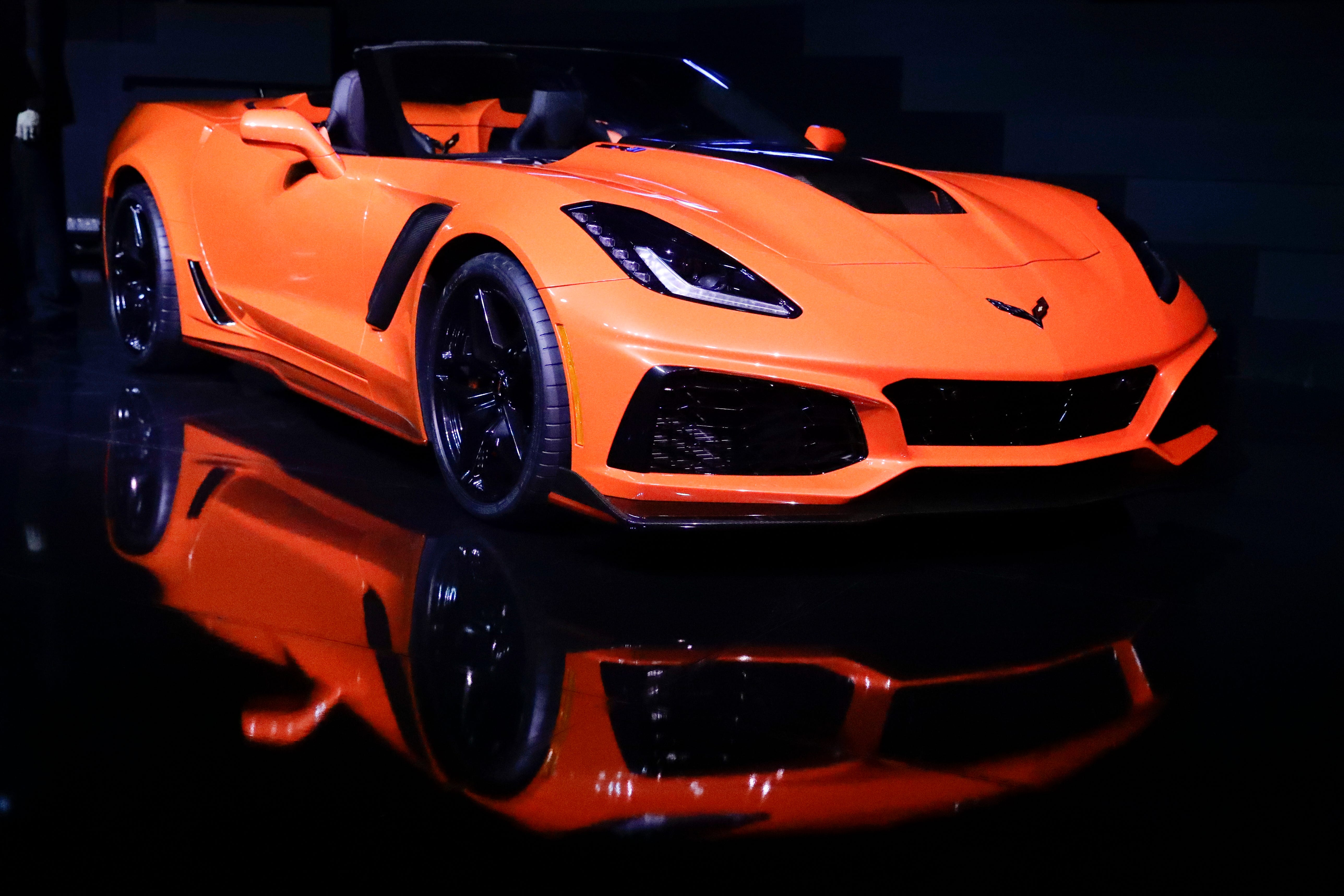 The 2019 Chevrolet Corvette ZR1 convertible is revealed