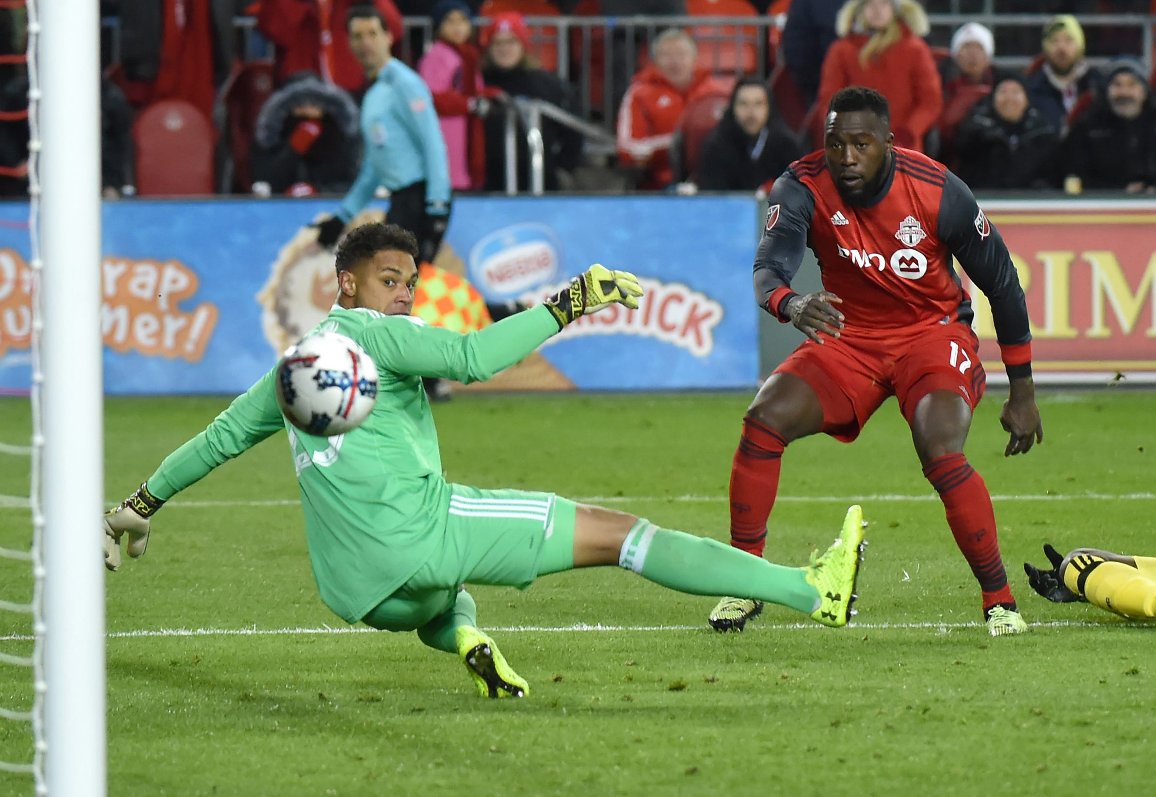 Jozy Altidore lifts Toronto FC past Columbus Crew and into MLS Cup