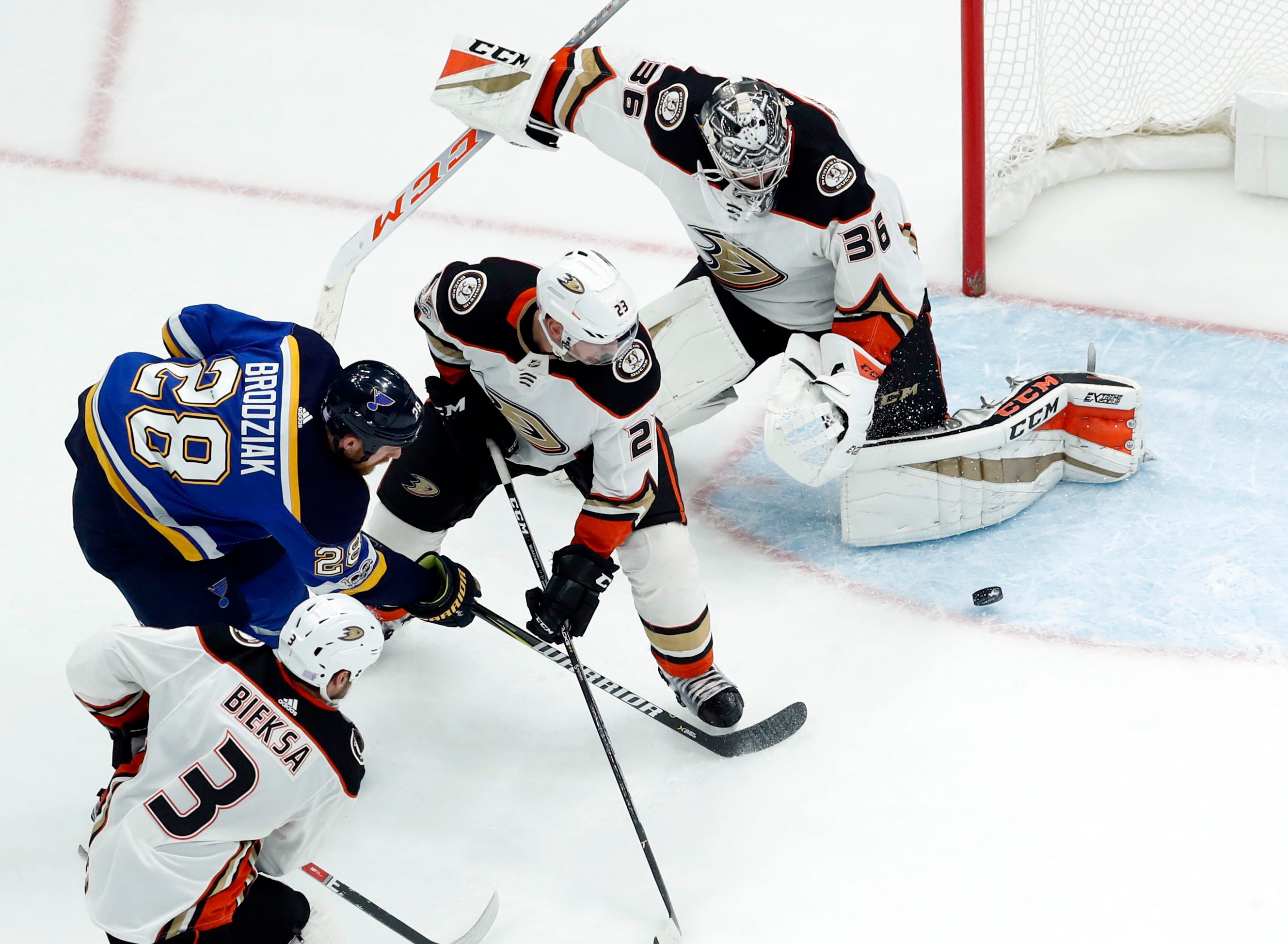 Vermette scores twice to lead Ducks past Blues