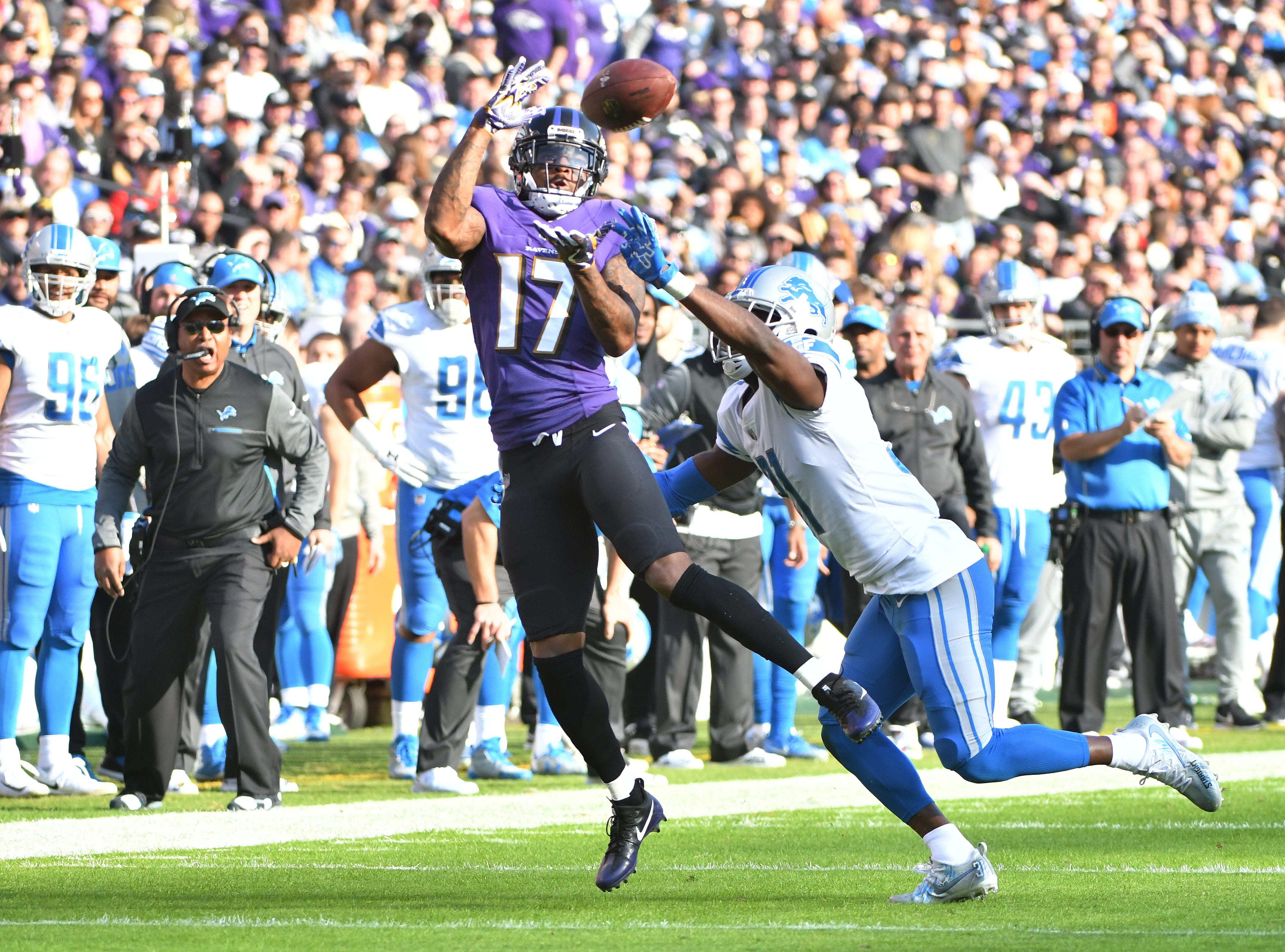 Ravens' Mike Wallace readies for a long reception over