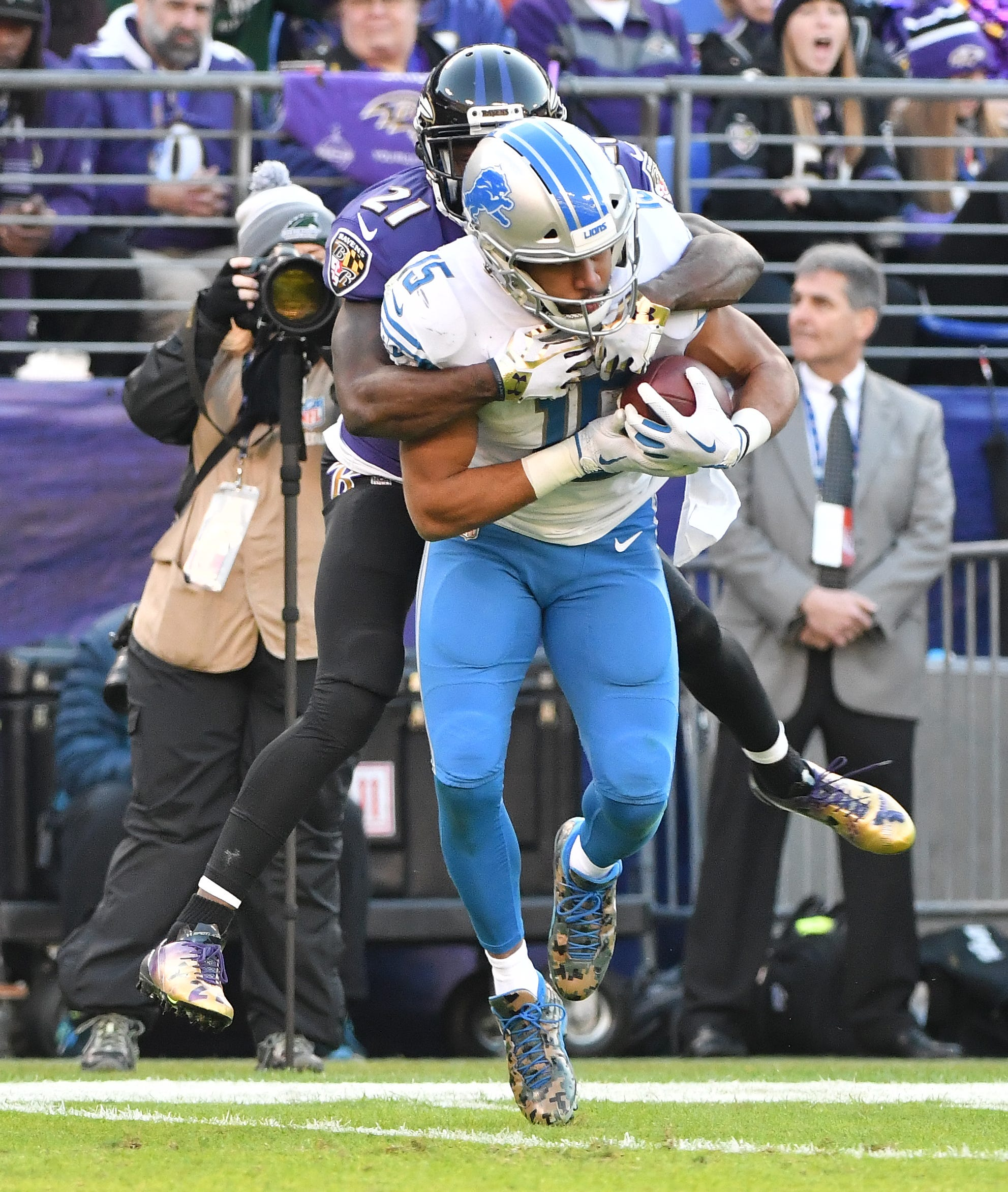 Lions wide receiver Golden Tate gives Ravens' Lardarius
