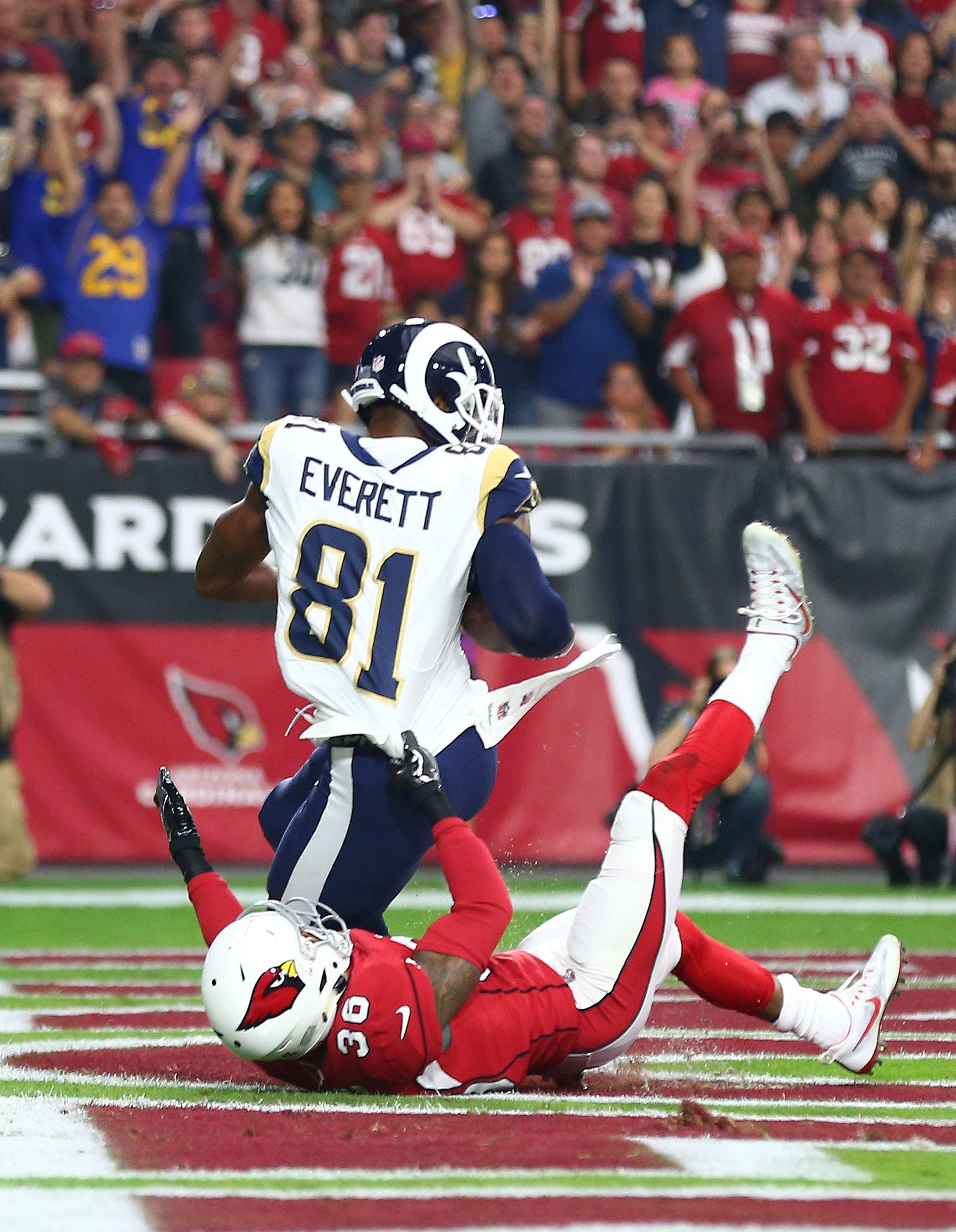 Los Angeles Rams tight end Gerald Everett (81) catches