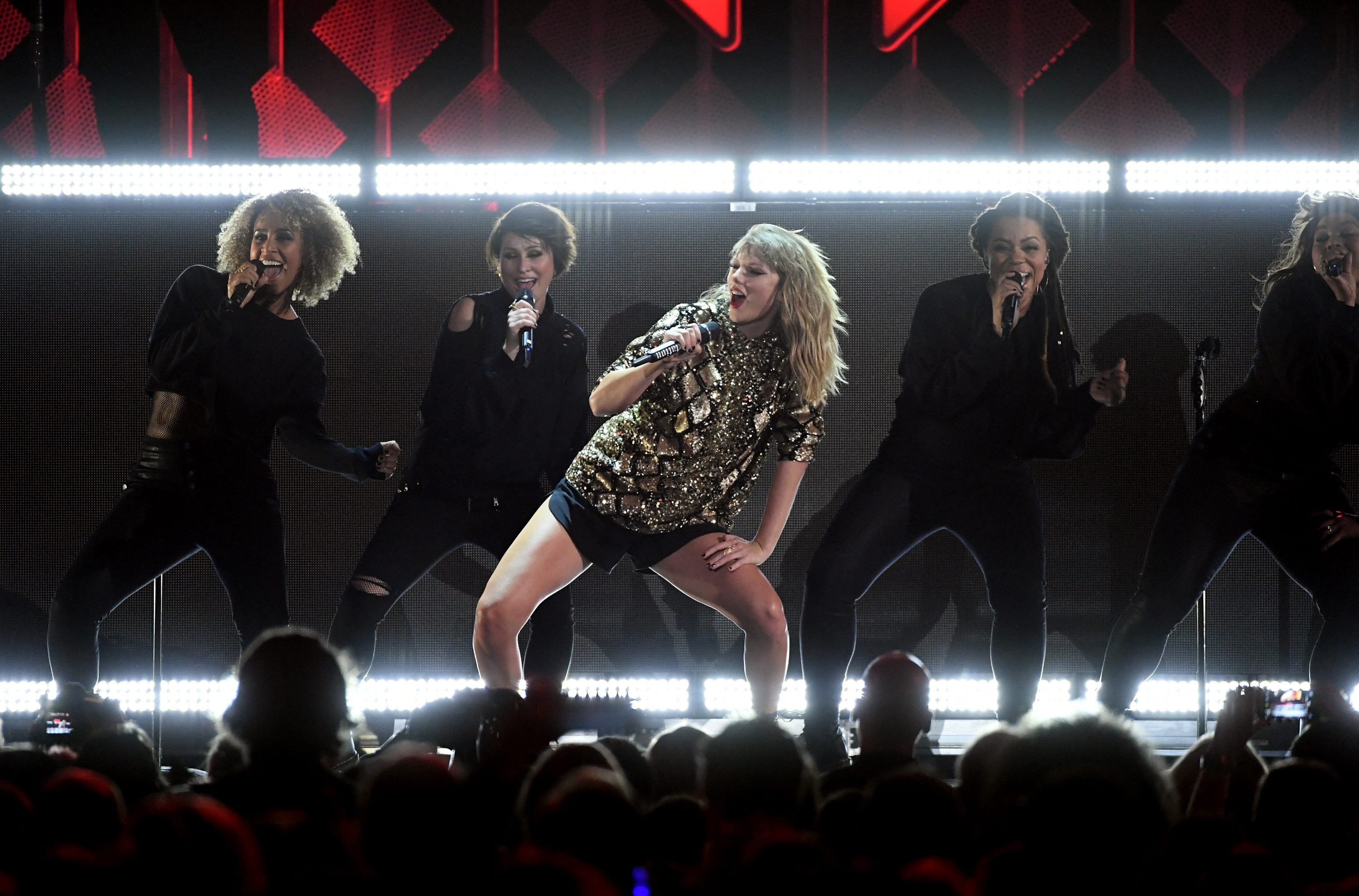 tv-tonight-taylor-swift-rings-in-the-holidays-with-jingle-ball-2017