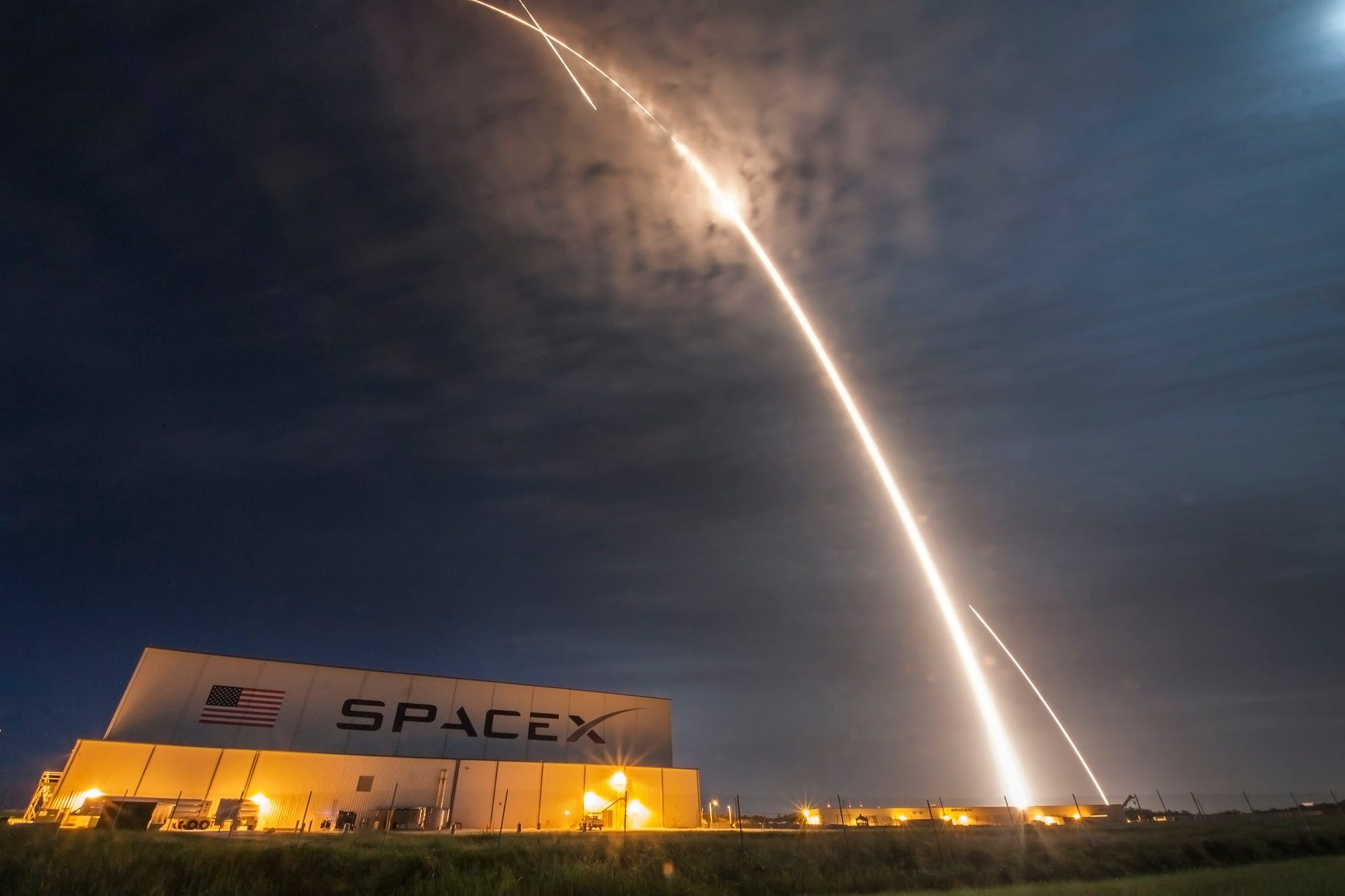 636480652301068648-spx-crs9-launch-land-streak-kscview SpaceX now targeting Dec. 12 launch of ISS supplies from Cape Canaveral