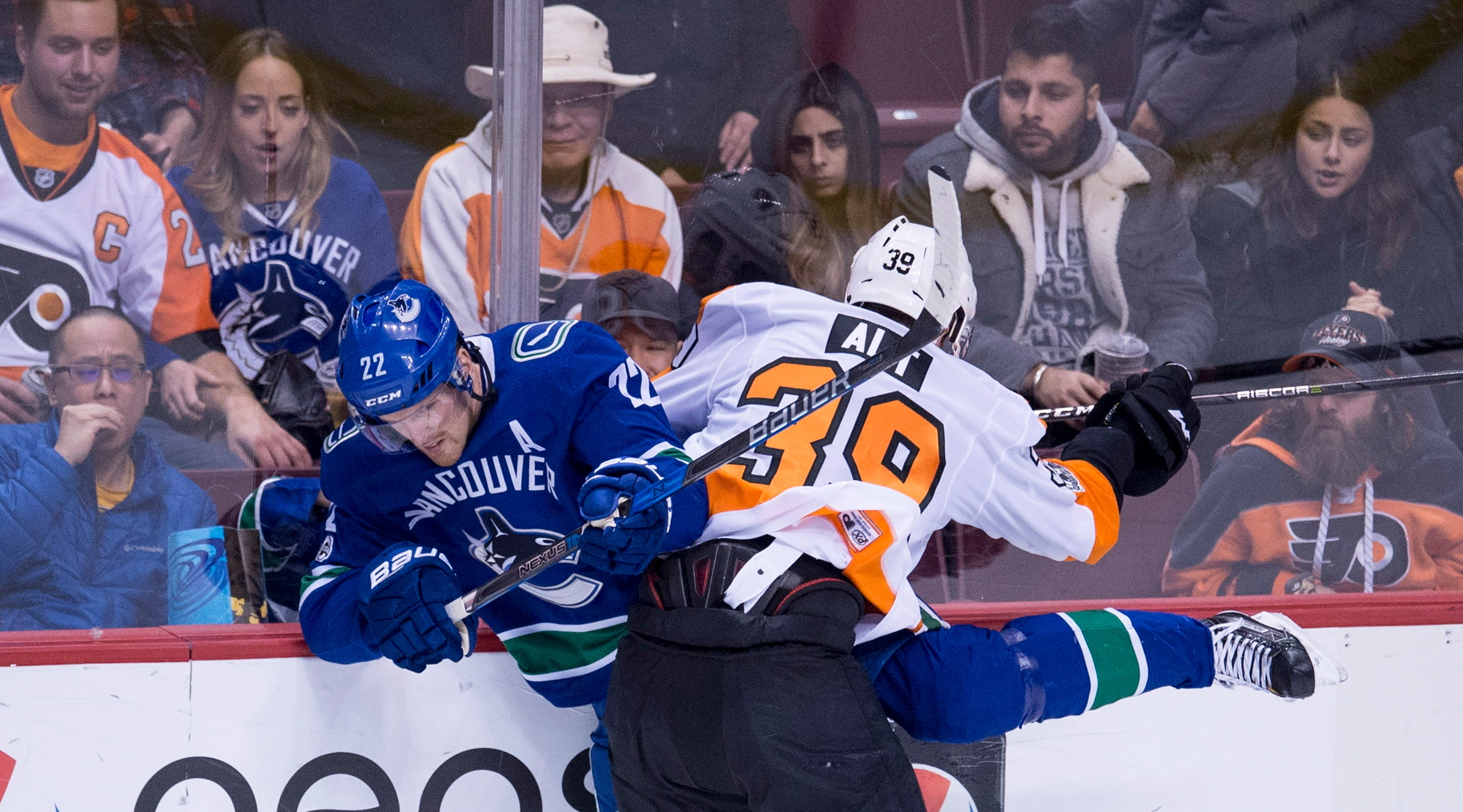 Flyers beat Canucks 4-1 for 3rd straight win