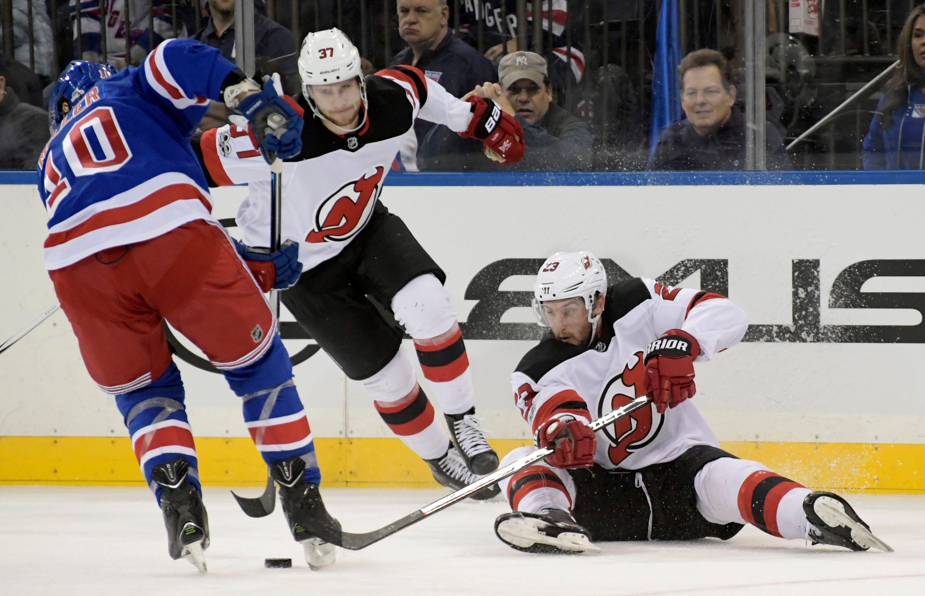 Zuccarello scores 2 to lead Rangers to 5-2 win over Devils