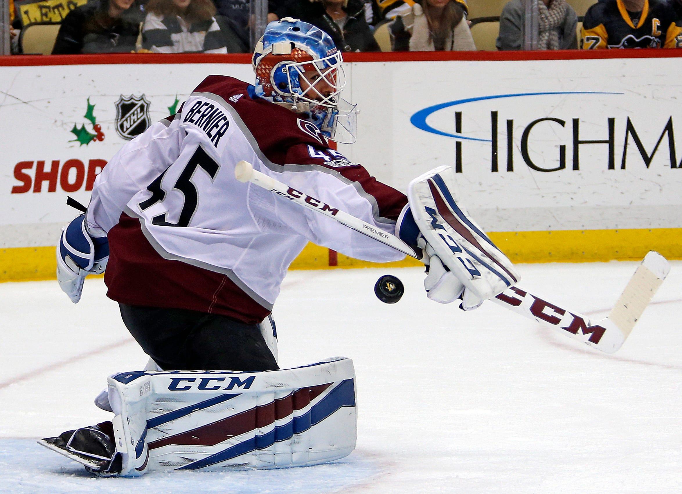 Bernier makes 39 stops as Avalanche top Penguins 2-1