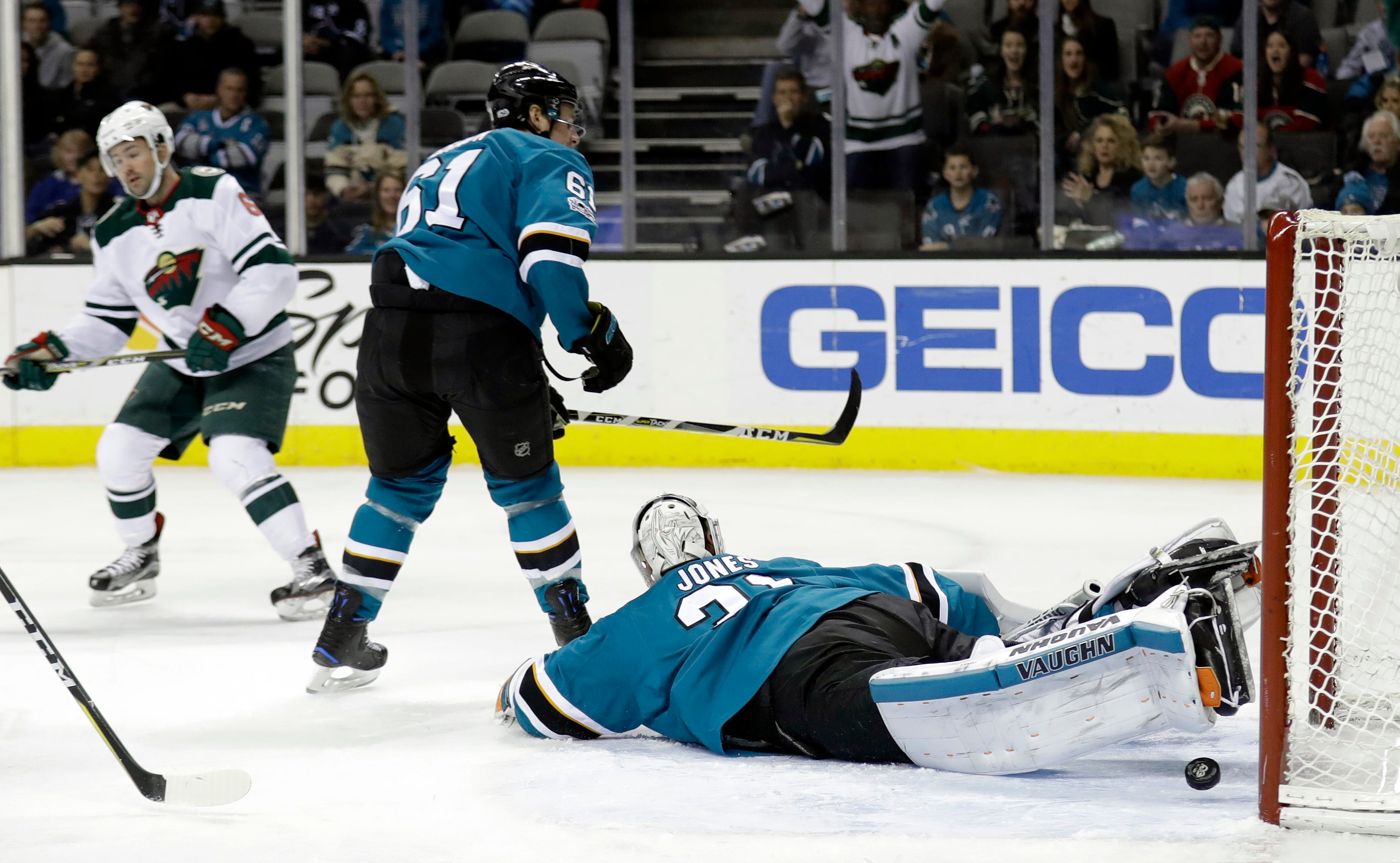 Niederreiter gives Wild 4-3 win over Sharks in OT