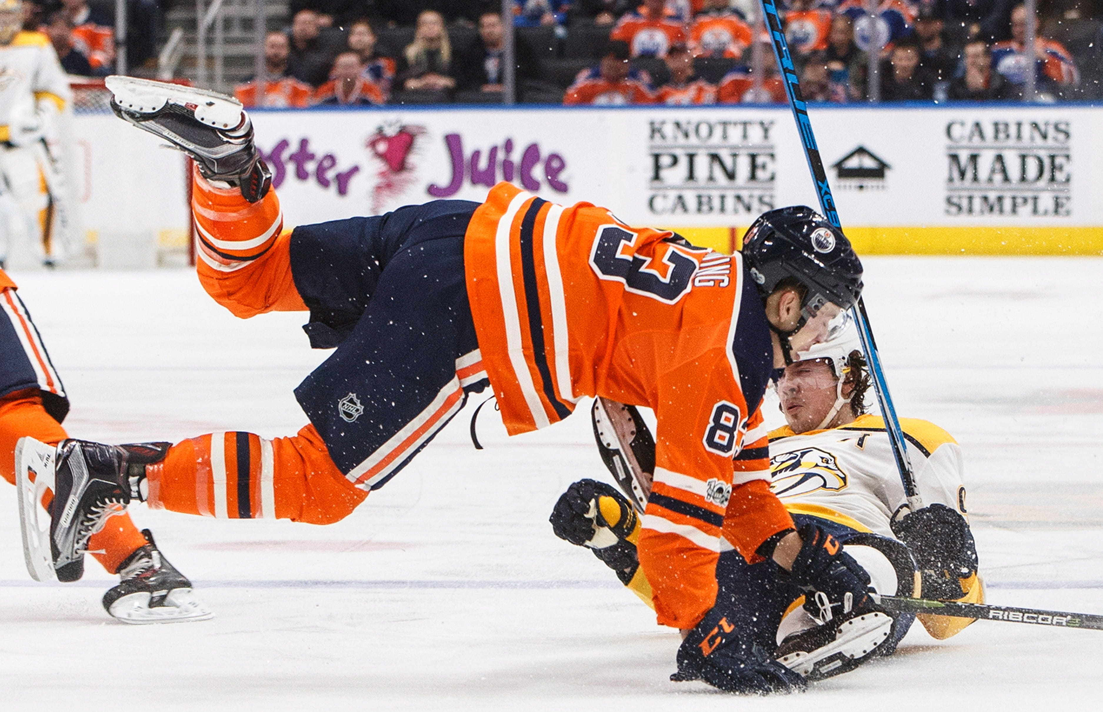 Saros makes 46 saves, surging Predators blank Oilers 4-0