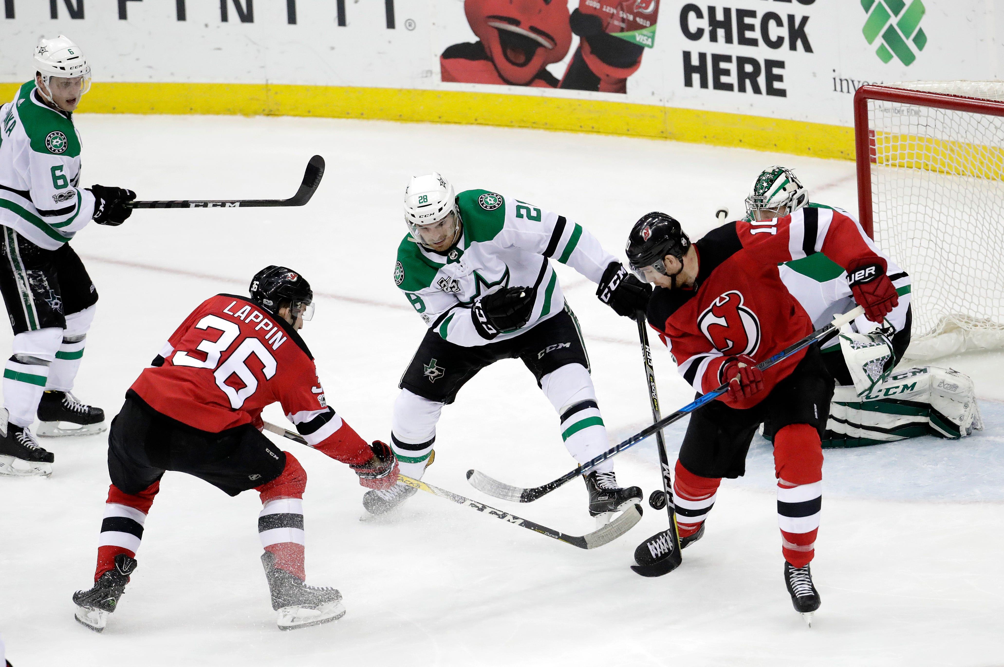 Brian Boyle scores twice to help Devils beat Stars 5-2.