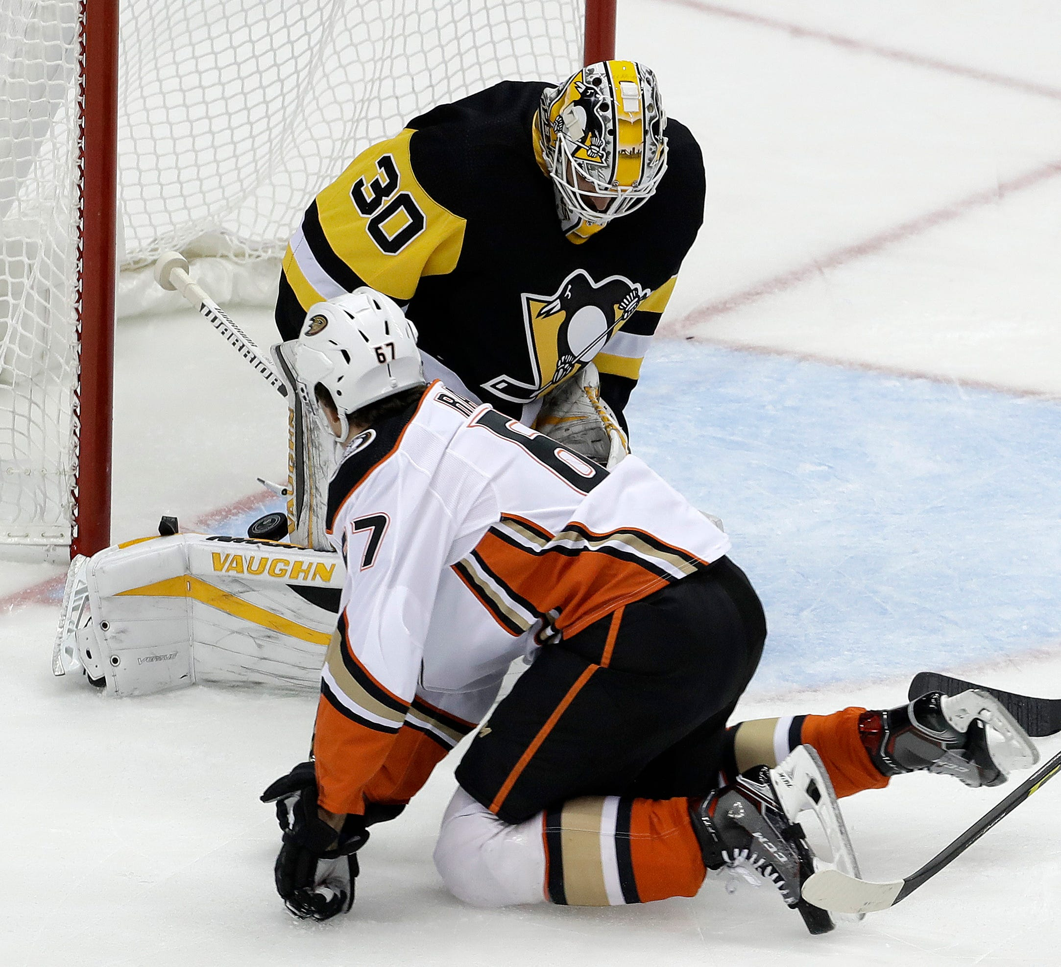 Ducks throttle sloppy Penguins 4-0