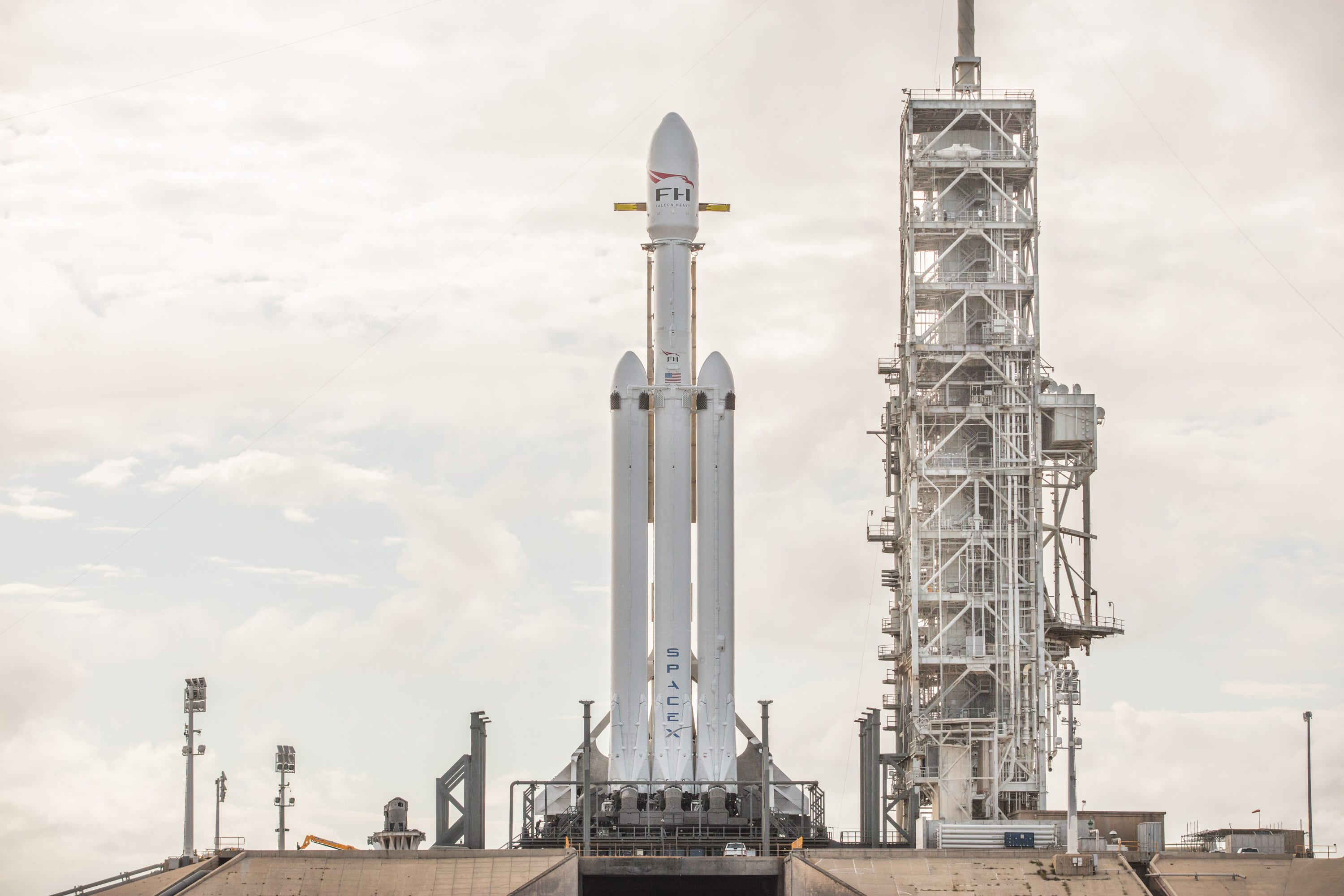 636507095604867382-38583829295-d658ecb02f-o SpaceX scheduled to test fire Falcon Heavy rocket this week