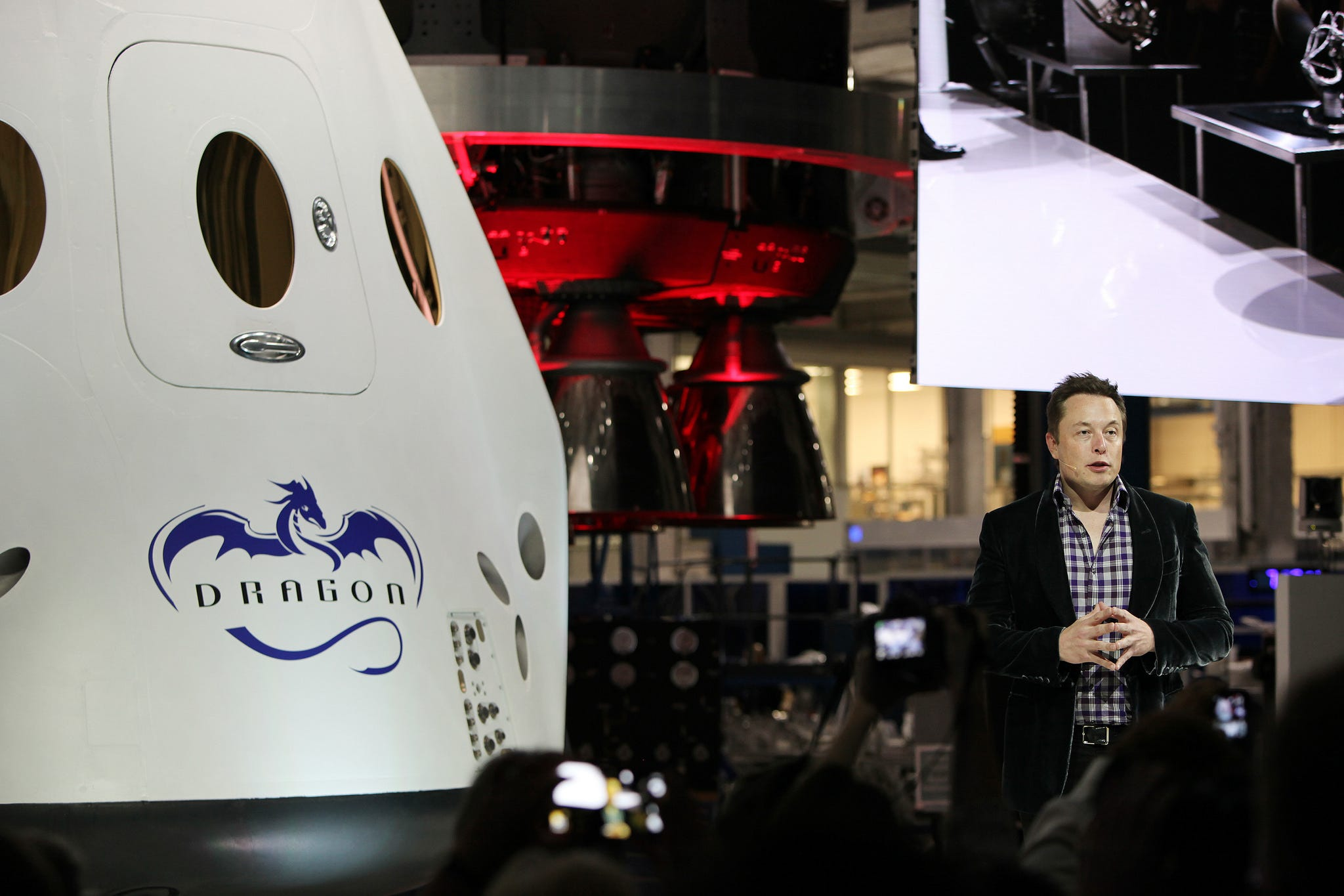 636512762748132200-spx-crew-dragon-unveil-musk-2014 SpaceX's first launch of astronauts slips to December