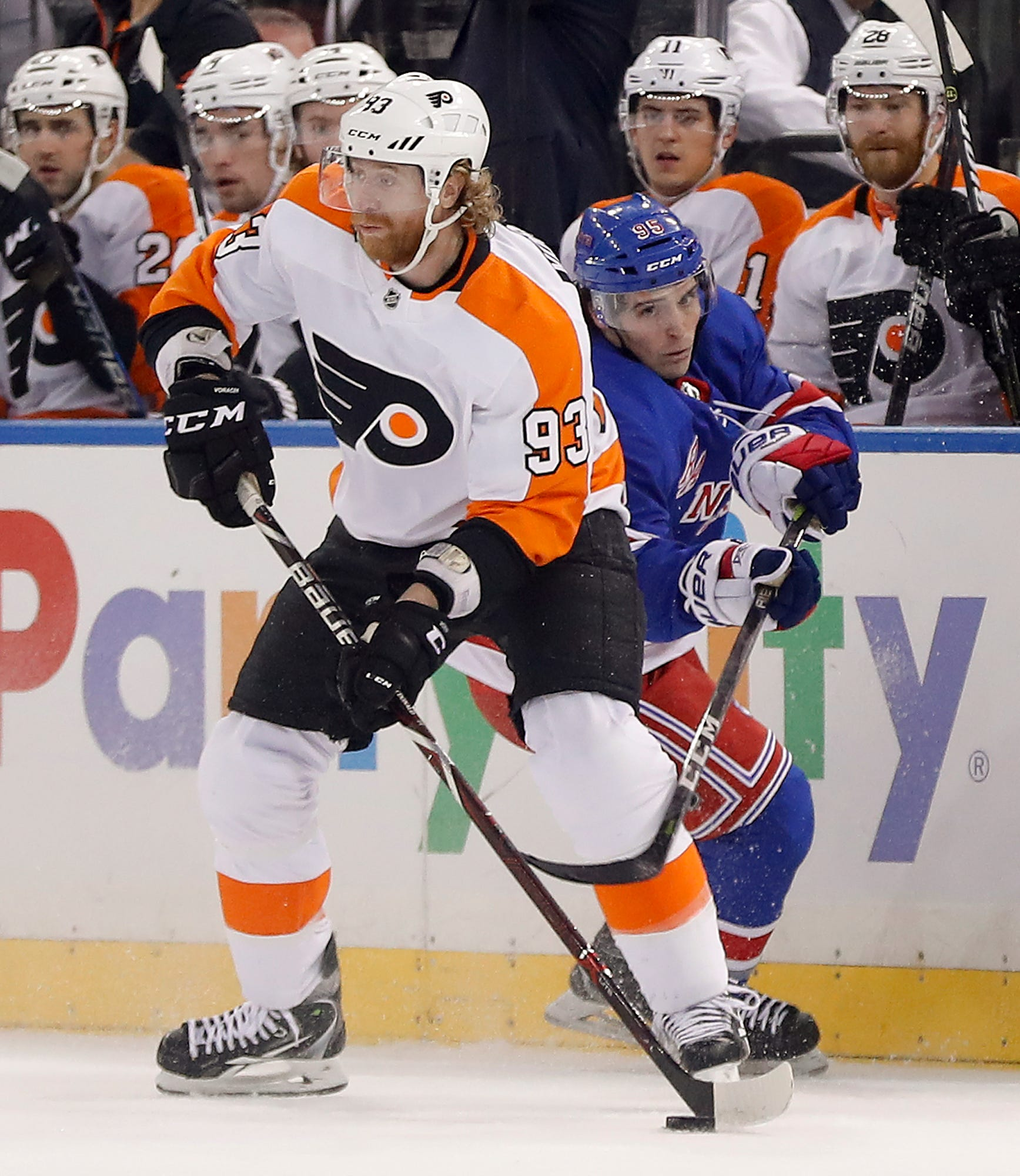 Rangers rout Flyers behind Nash's 2 goals