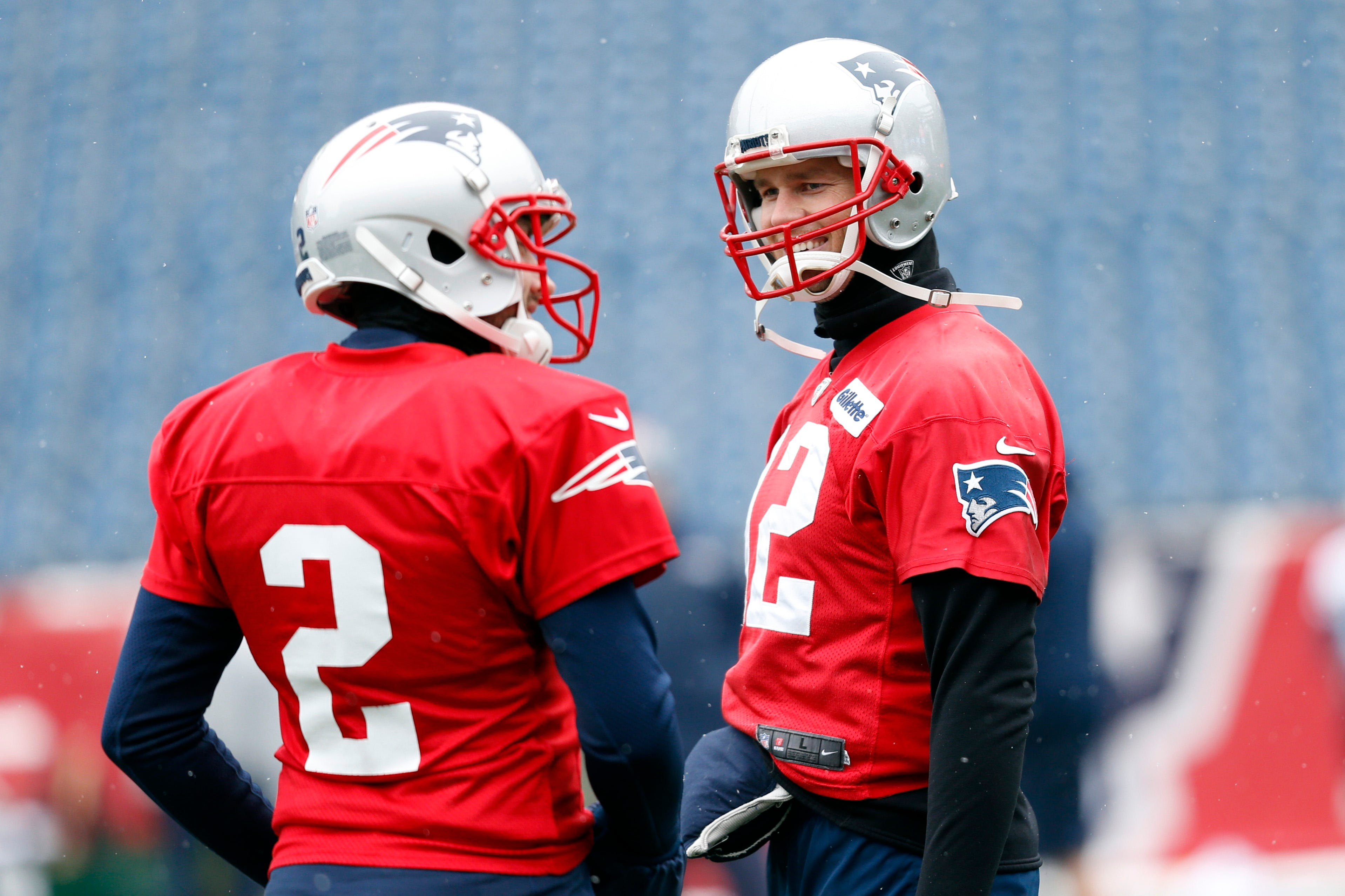 Patriots' Tom Brady limited in practice by hand injury, skips interview with media