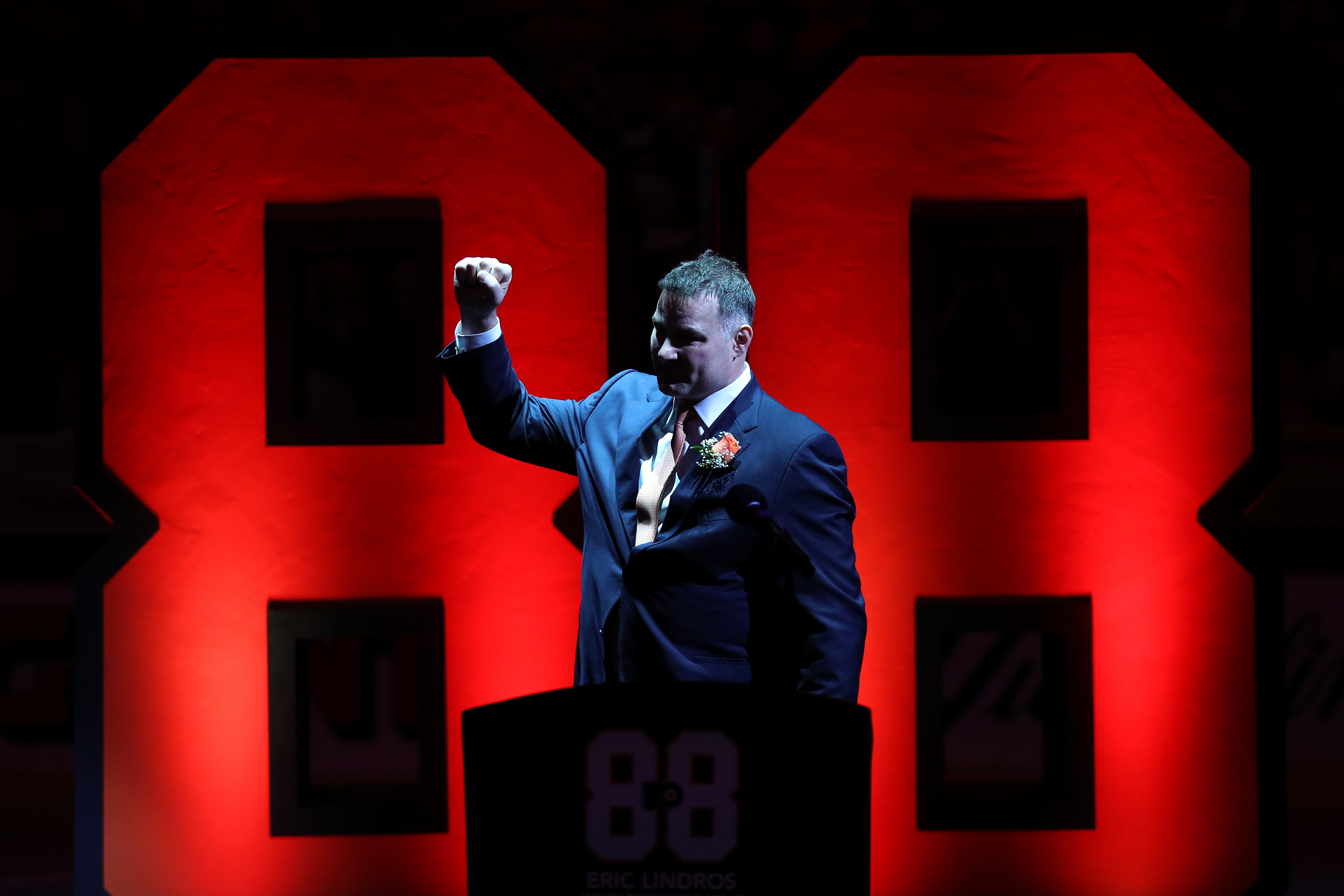 Flyers retire Hall of Fame center Eric Lindros' No. 88