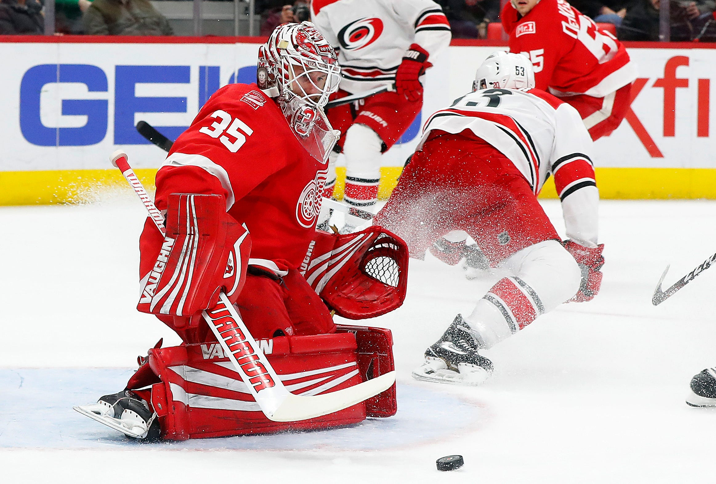 Lindholm scores 2 goals, Hurricanes beat Red Wings 3-1