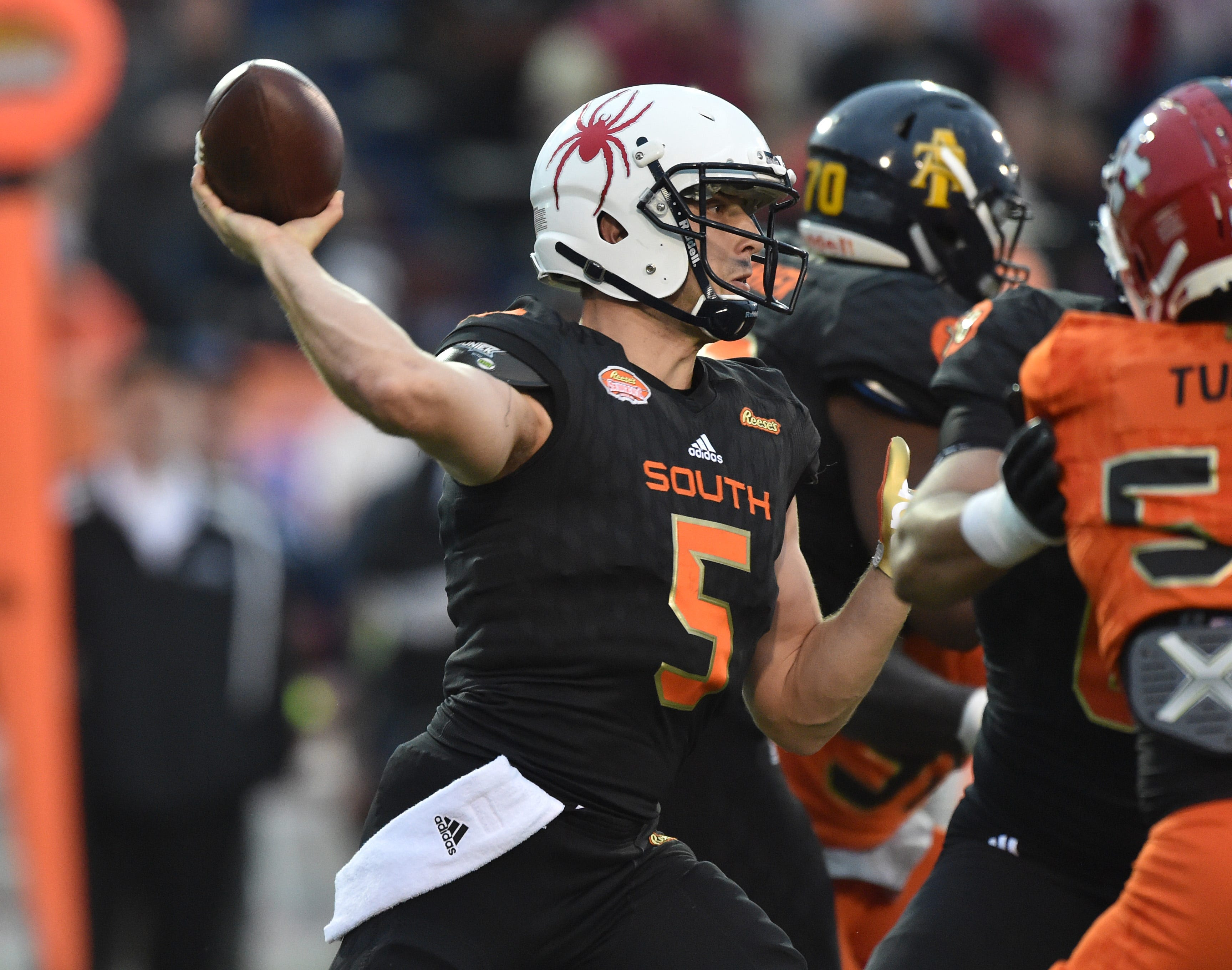 Finding Tom Brady's successor: Patriots have intriguing QB options in 2018 NFL draft