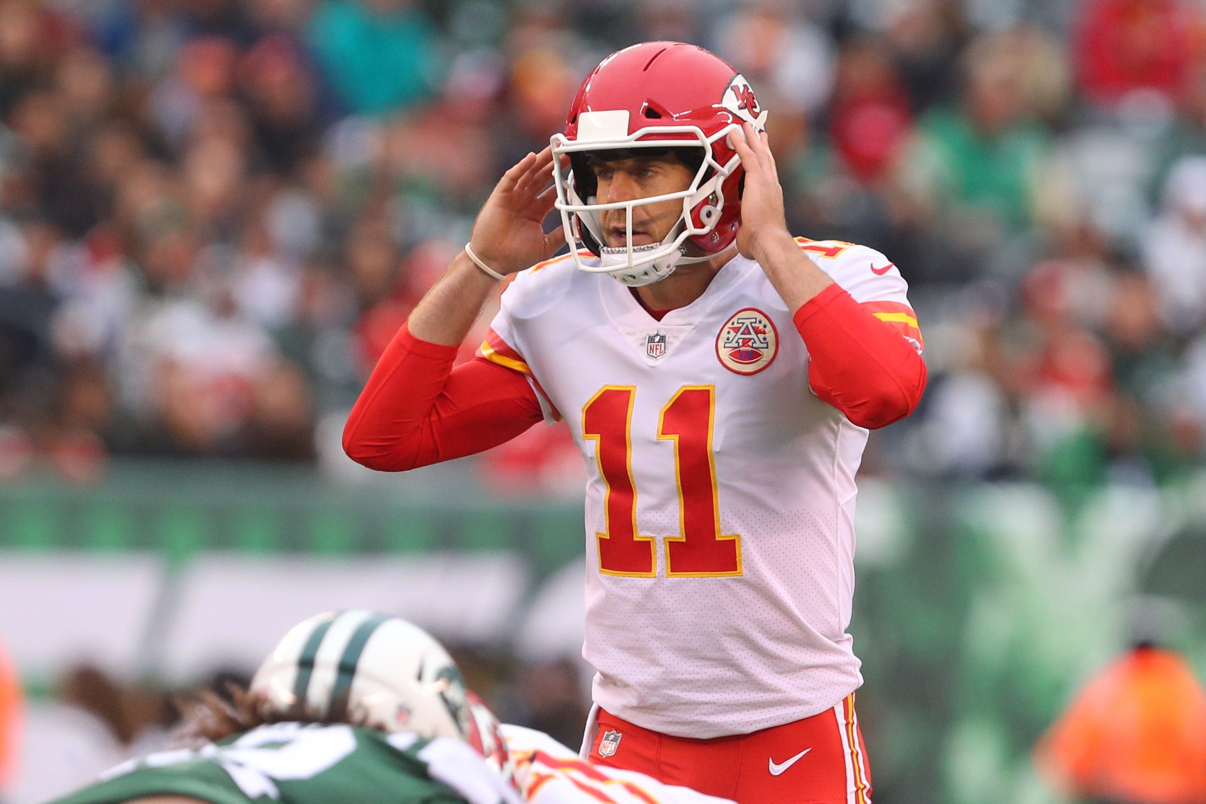 Chiefs agree to trade Alex Smith to Redskins in surprise deal