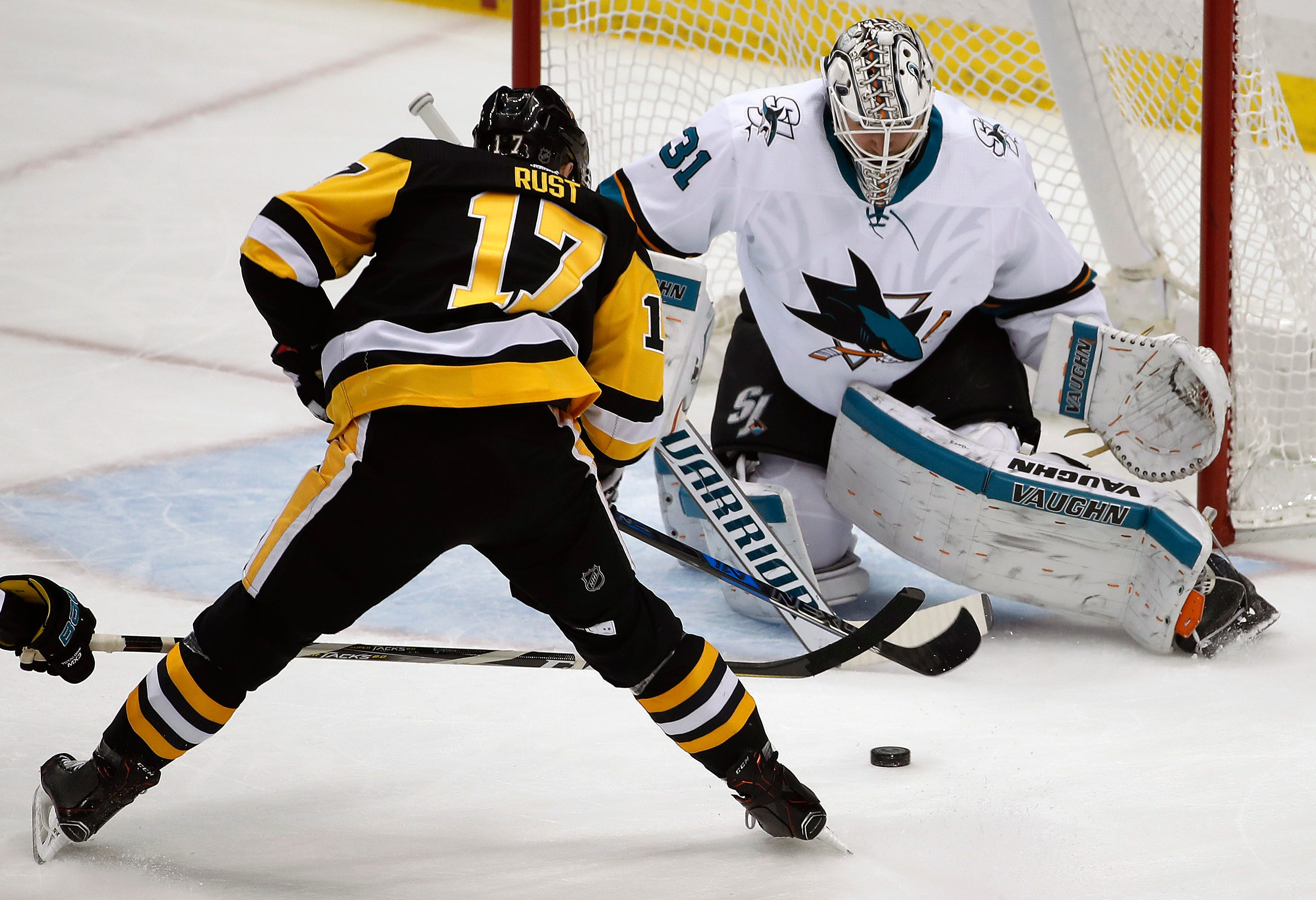 Malkin's hat trick powers Penguins past Sharks 5-2
