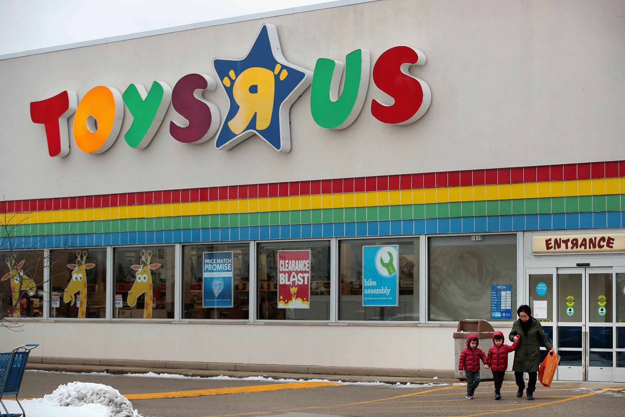 Toys R Us Prices : Toys r us cuts prices by up to as store closing sales