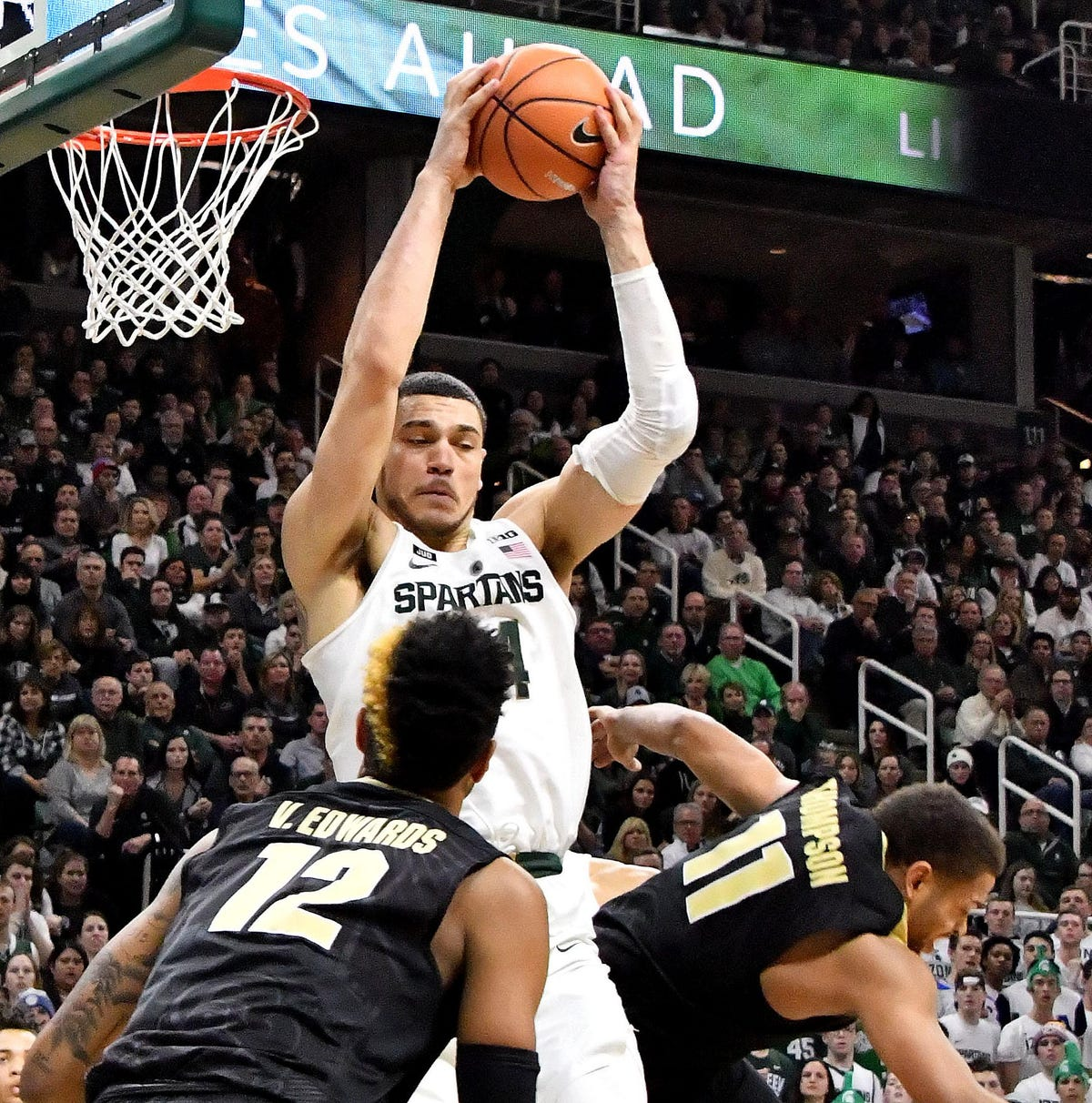 With big win, MSU gives itself a chance in Big Ten race