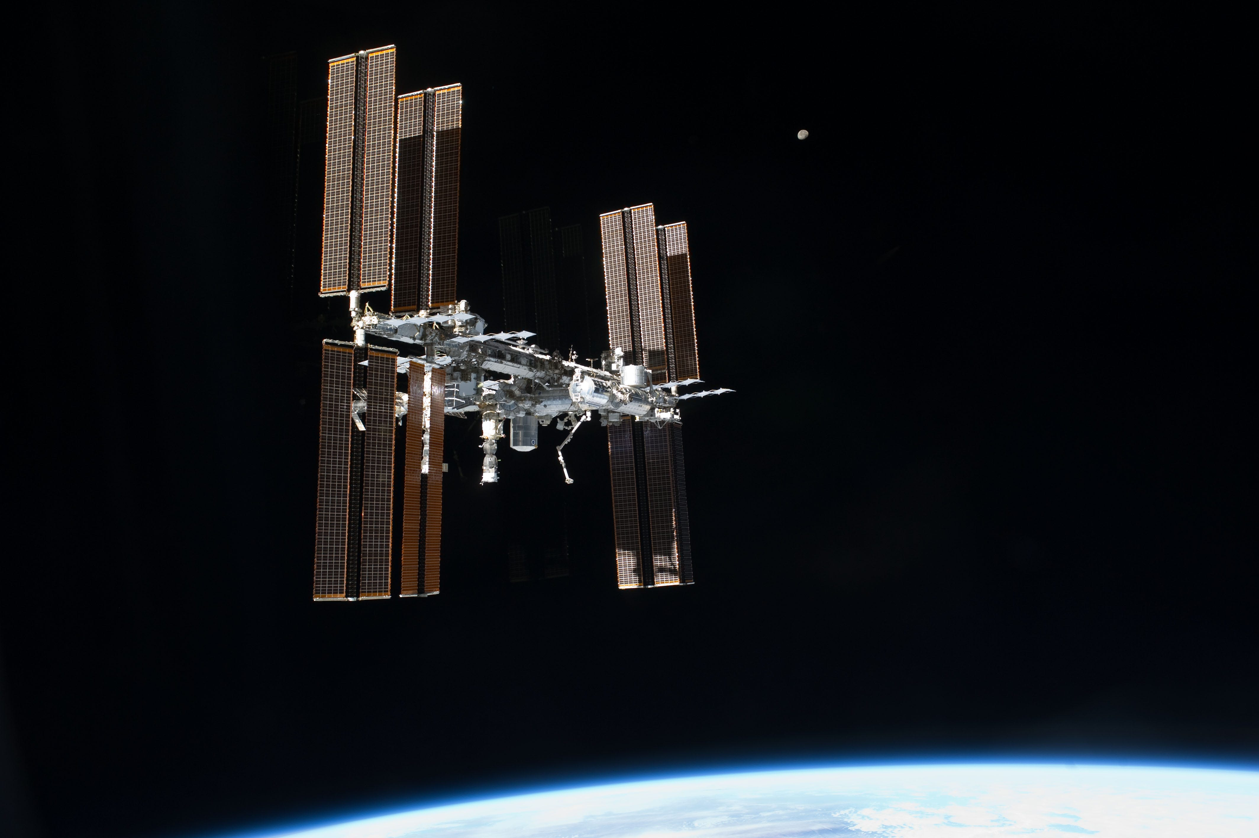 636540272553141966-iss-s135e011814 Trump budget directs NASA to drop International Space Station in 2025