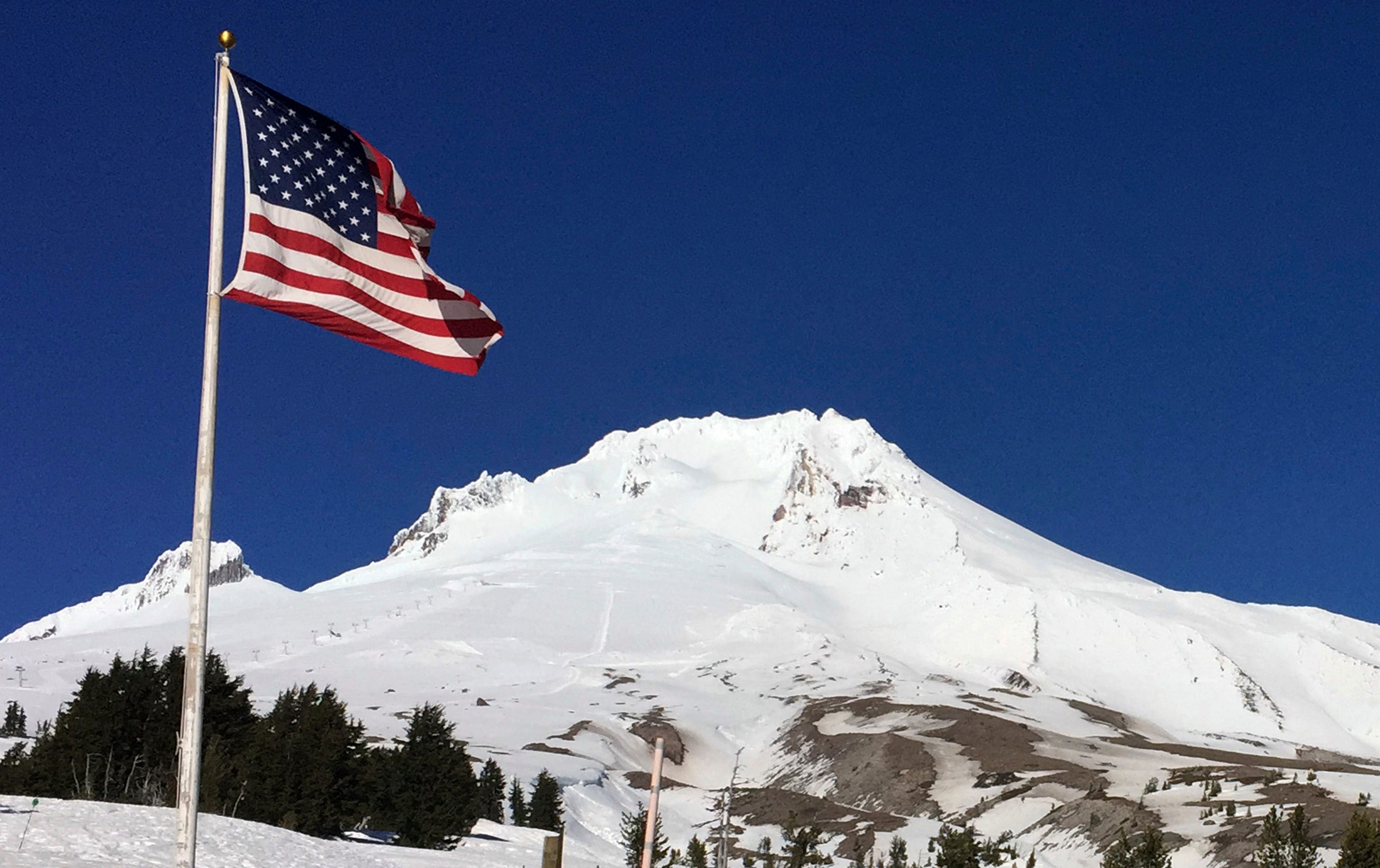 Climber dies after fall on Mount Hood; more climbers stranded on Oregon peak